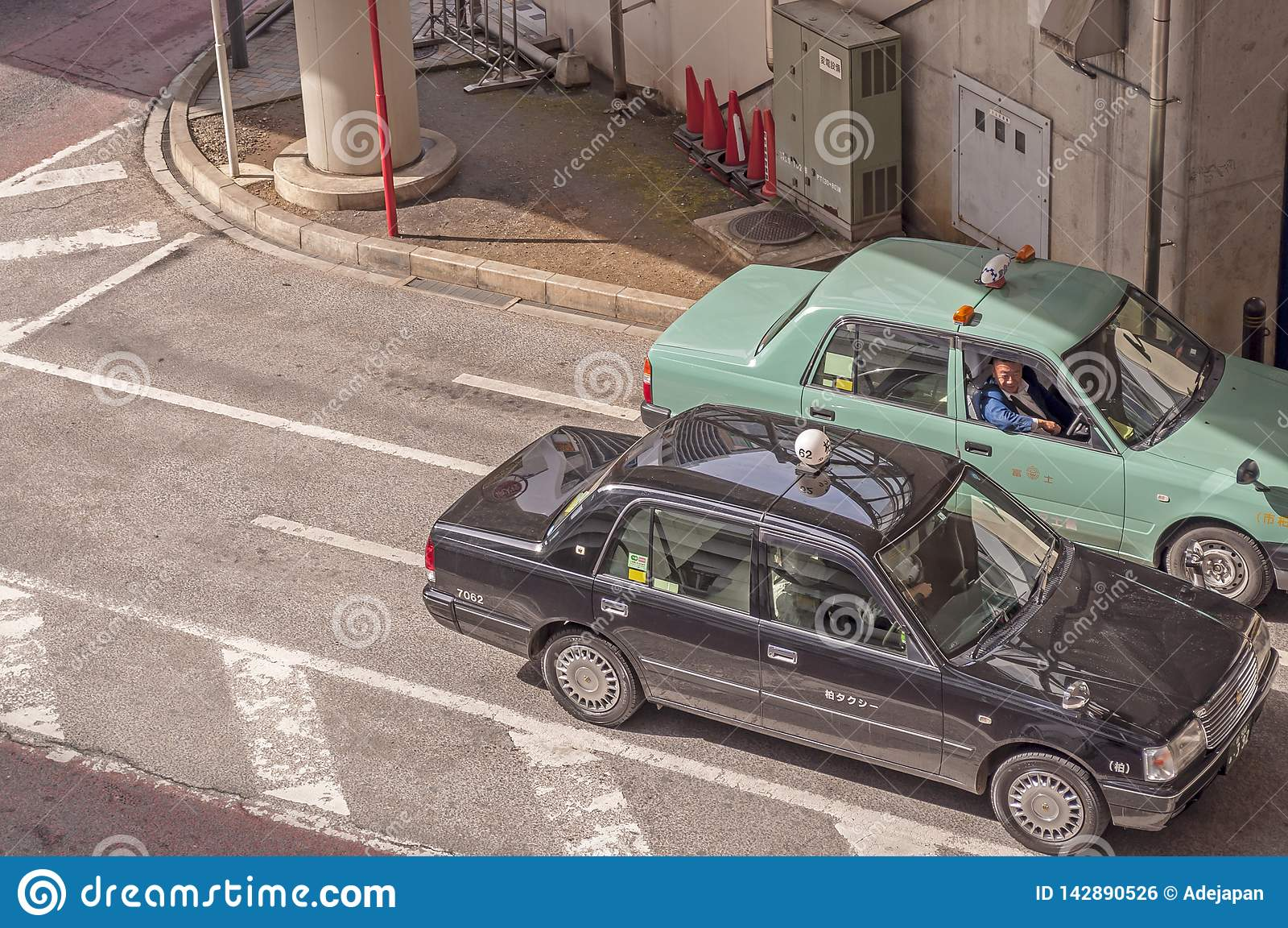 Taksówkarz gawędzi each inny