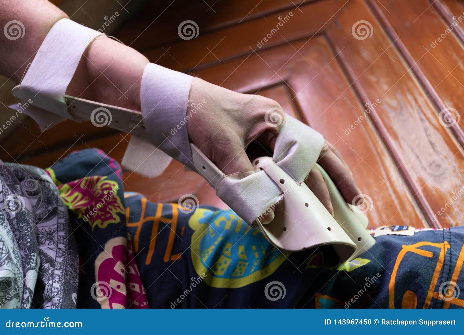 Tala do braço para o tratamento