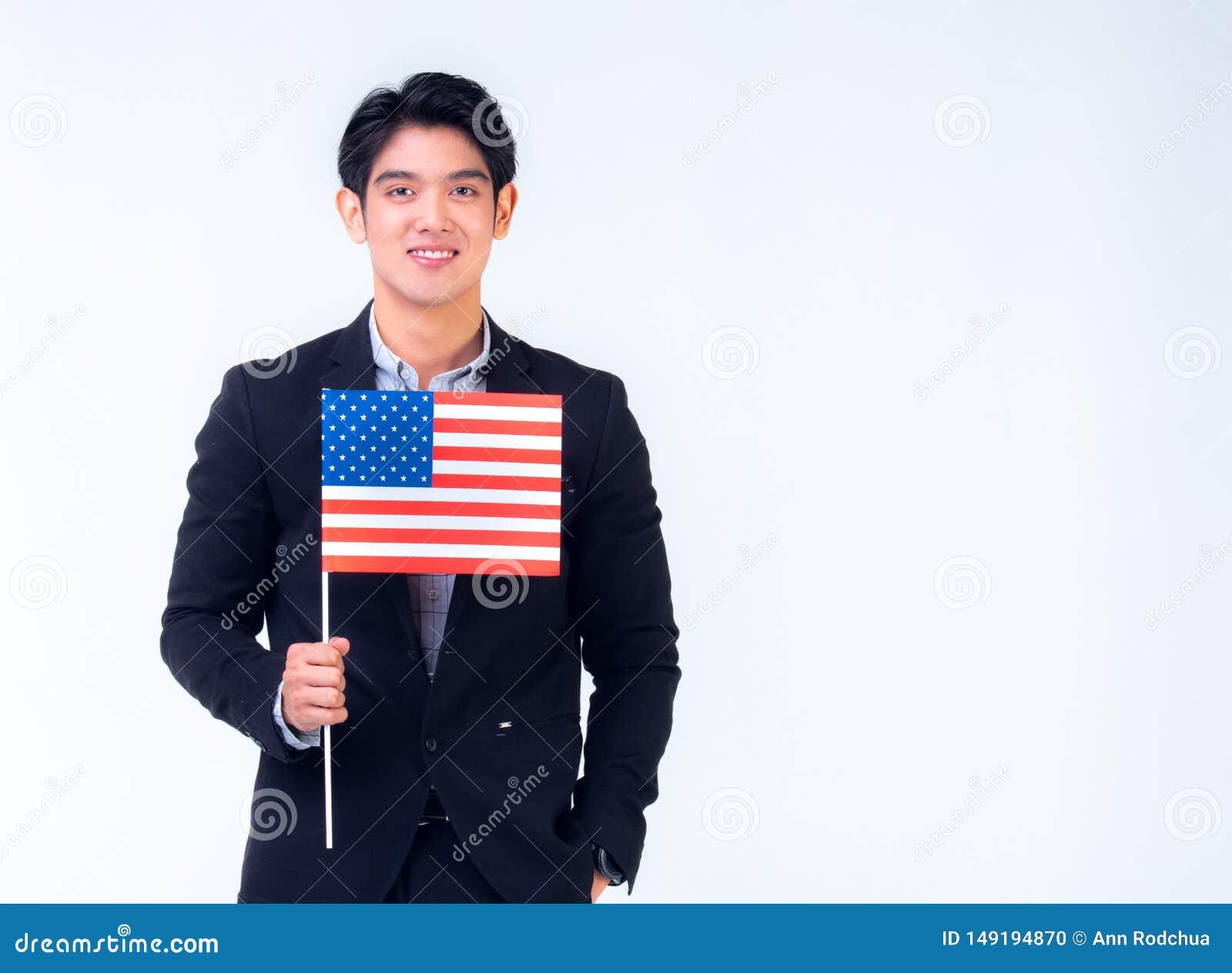 20-talaff?rsmannen rymmer amerikanska flaggan med den vita bakgrunden