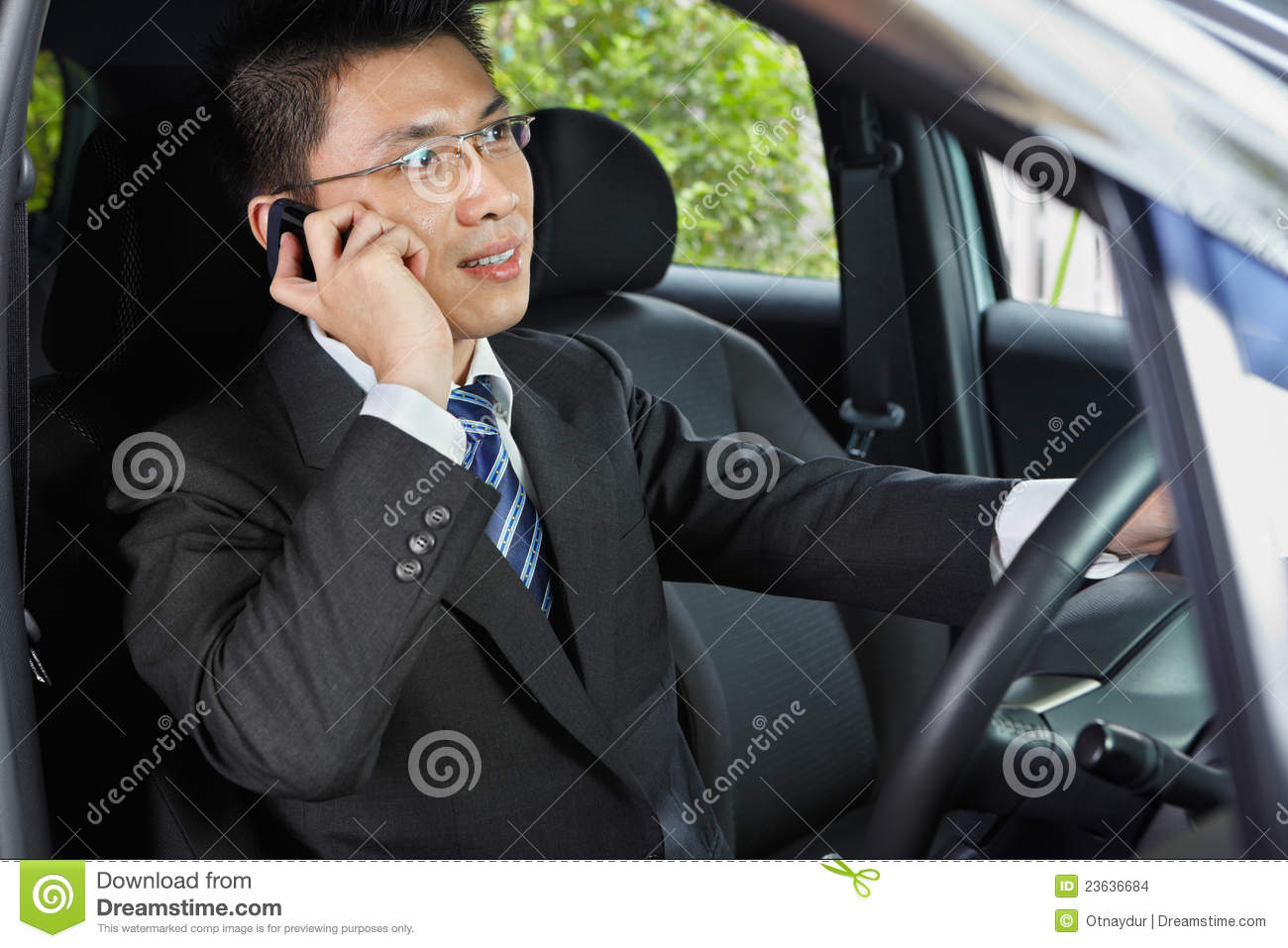 talking on the phone while driving Cmv drivers who use a mobile phone while driving can only operate a hands-free phone located in close proximity in short, the rule prohibits unsafely reaching for a device, holding a mobile phone, or pressing multiple buttons.