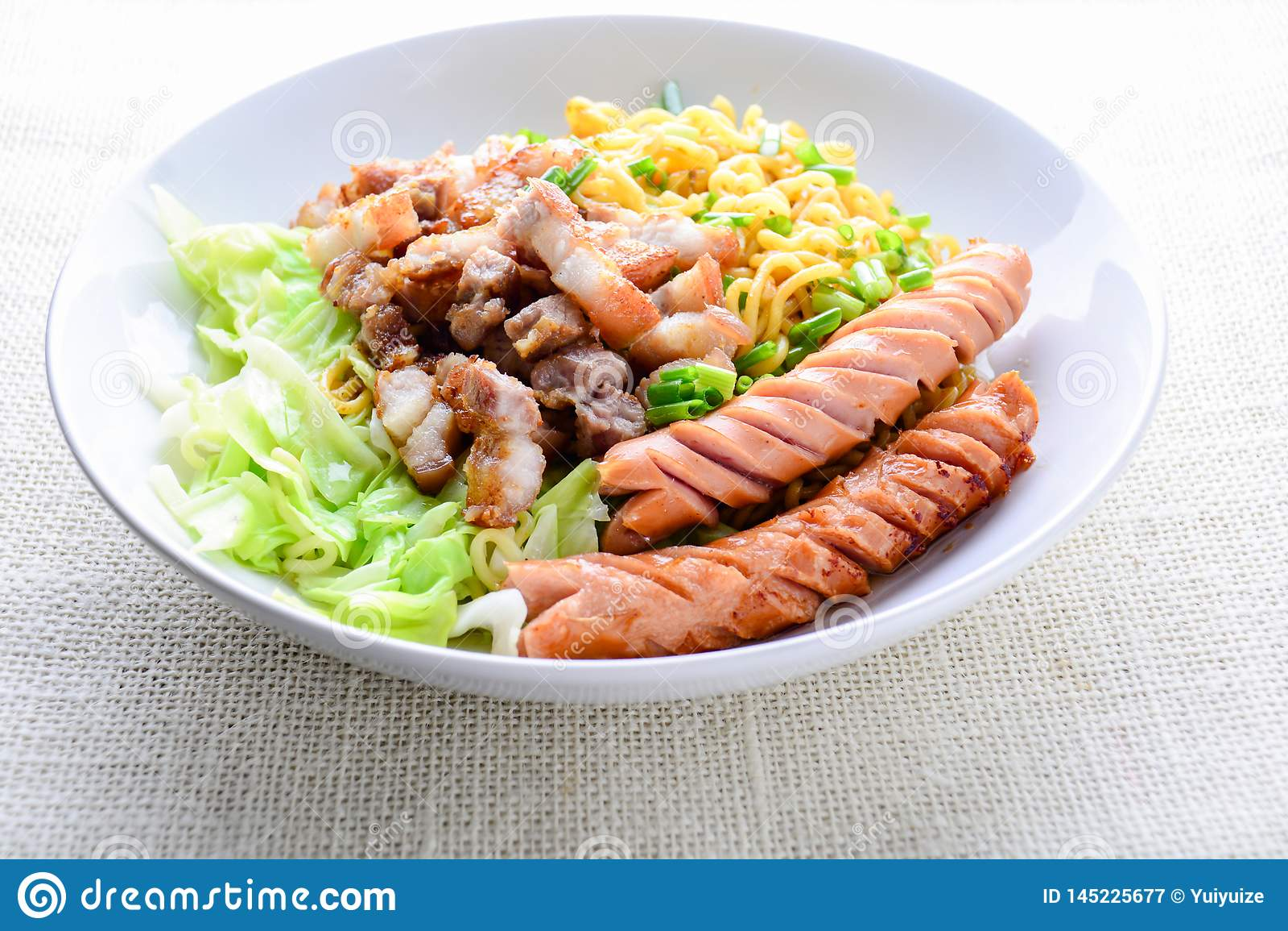 Tallarines del Udon con cerdo asado a la parrilla