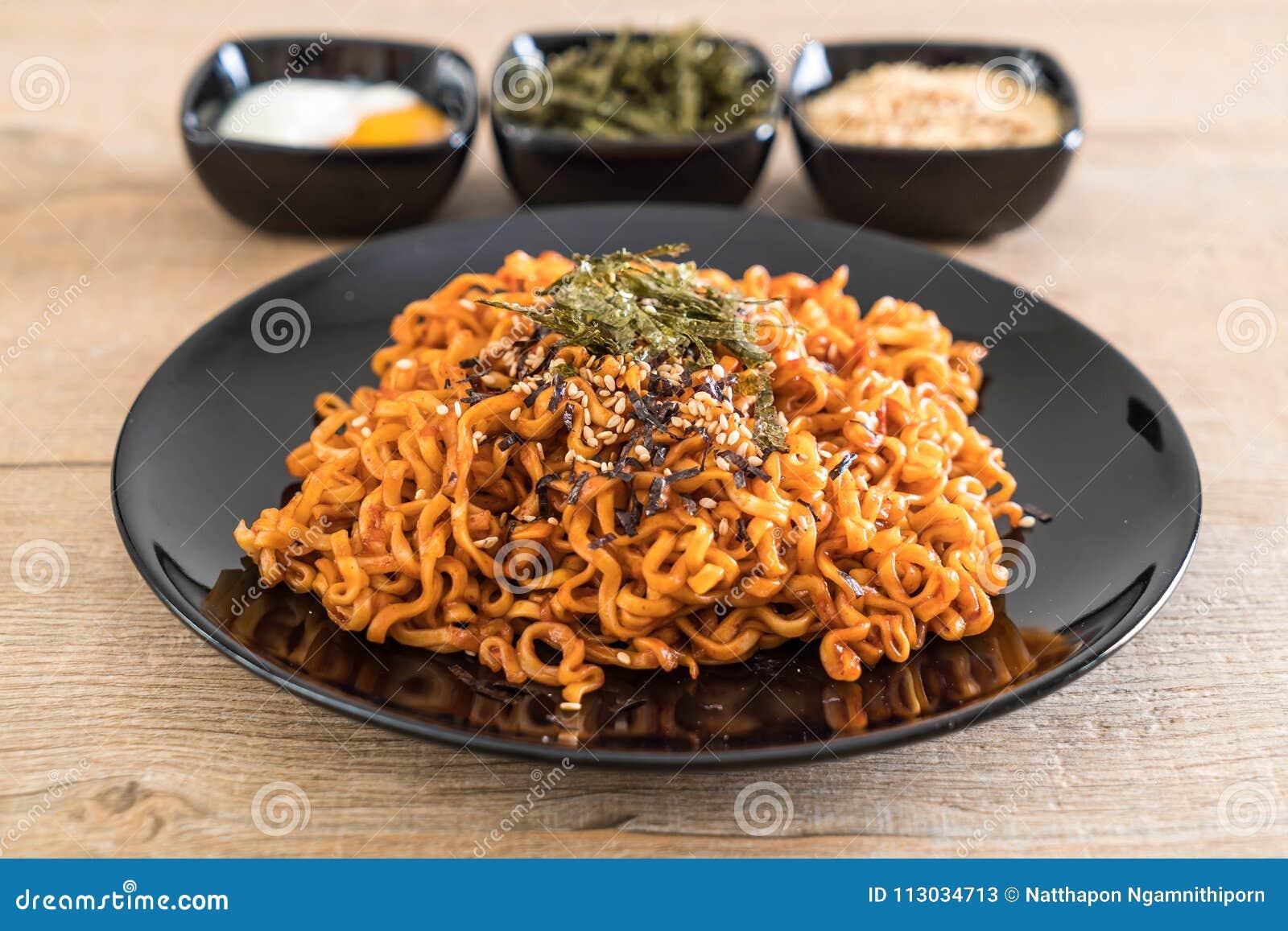 Tallarines inmediatos picantes coreanos