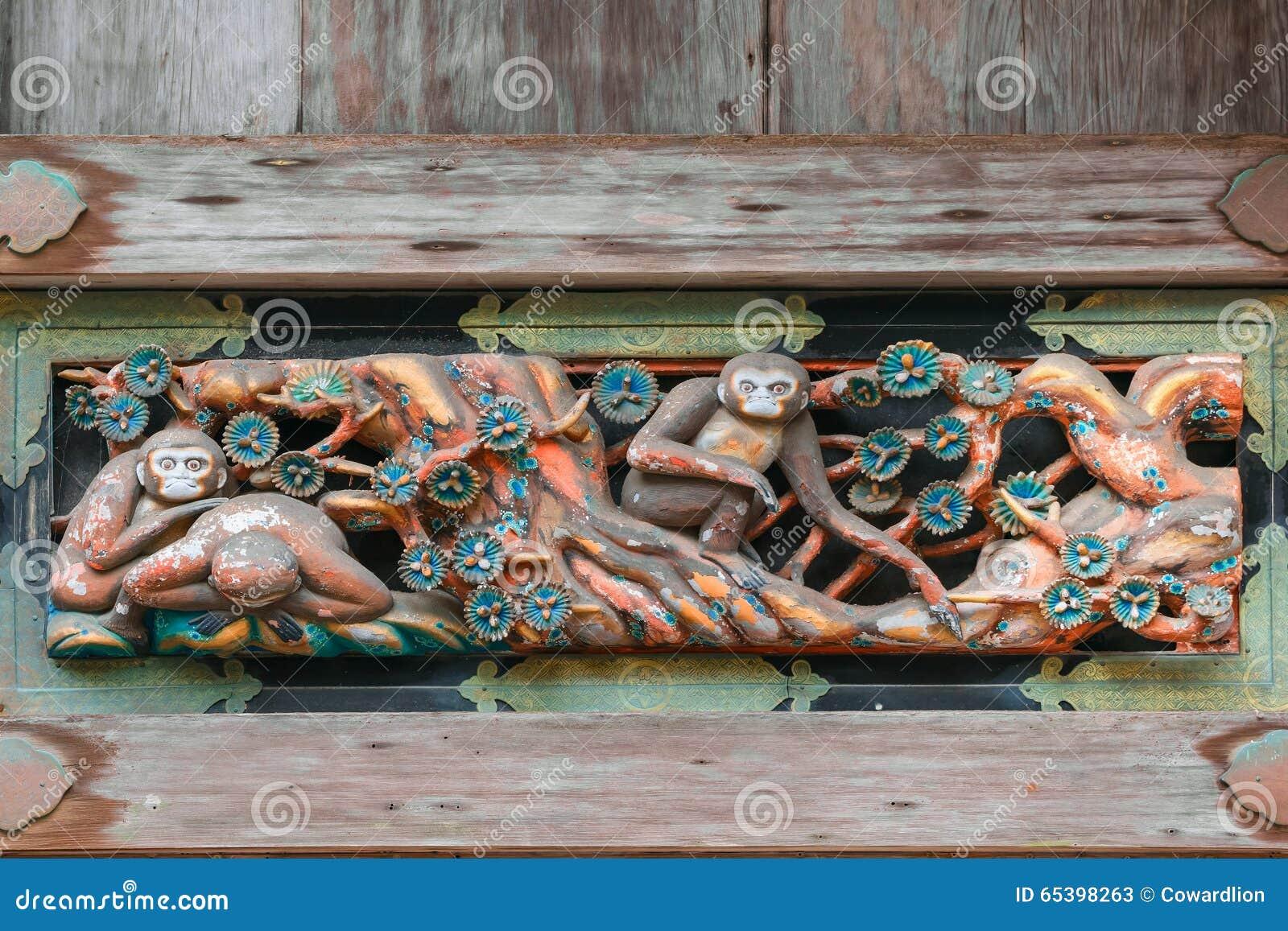 Tallas de madera en una casa de la tienda en la capilla de Nikko Toshogu