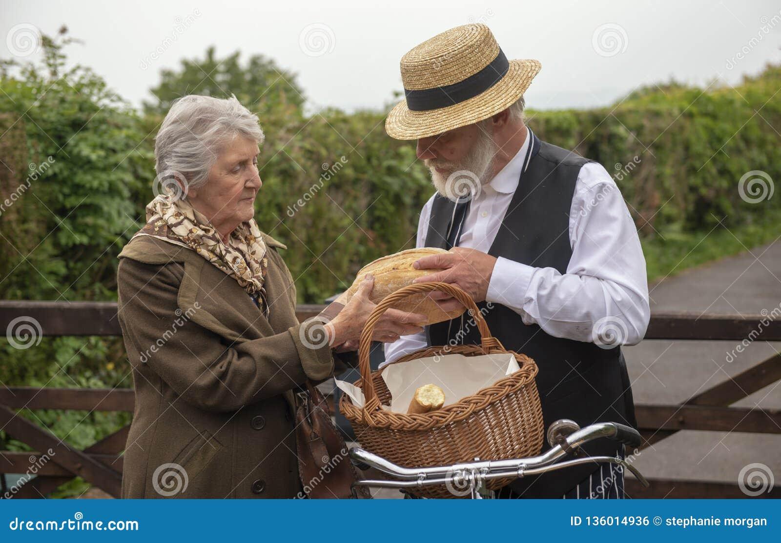 40-talleveransman och äldre husfru