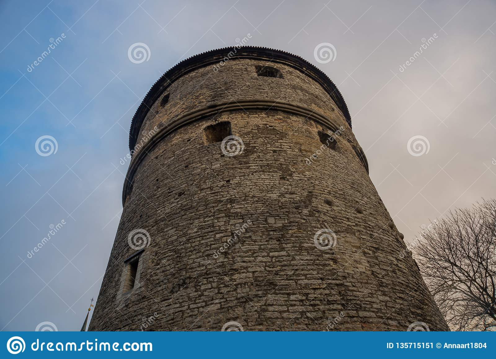 Tallinn, Estonia: Kiek w De Kok Muzeum i bastionów tunelach w średniowiecznej Tallinn miasta defensywnej ścianie Unesco Światoweg