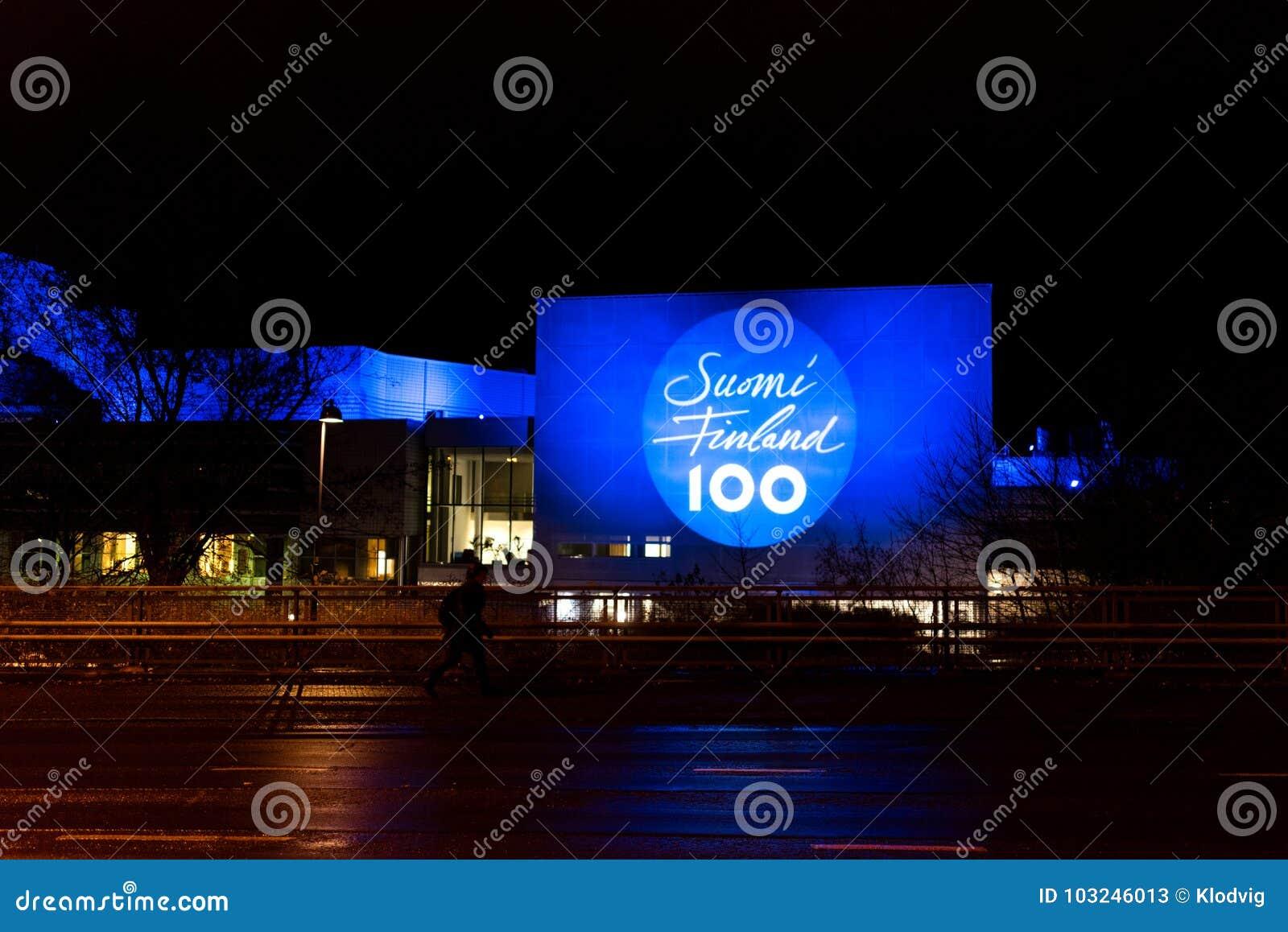Talo van Tampere stak omhoog 100 jaar van Finse onafhankelijkheid aan