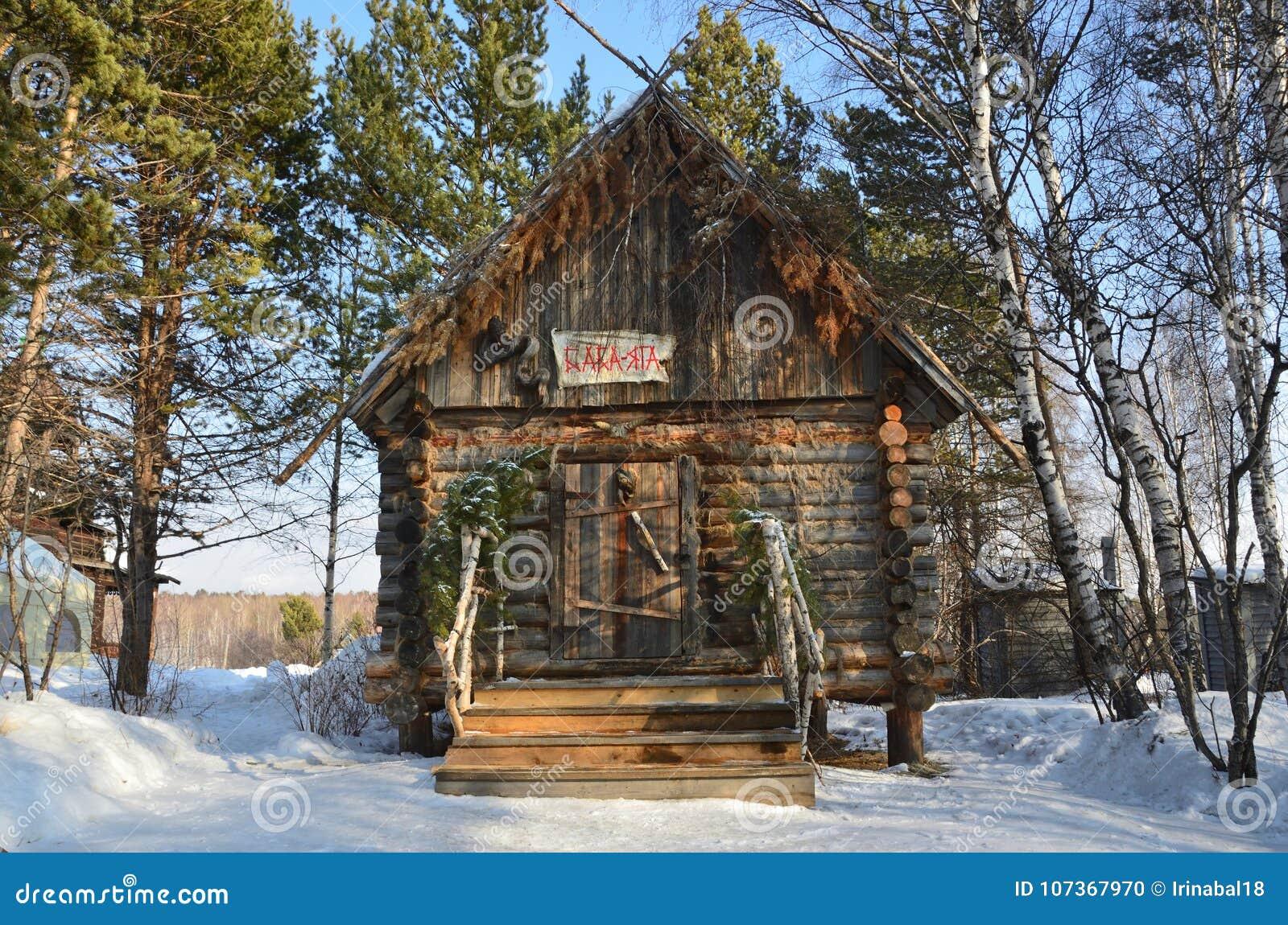 Taltsy, Irkutsk-Region, Russland, März, 02, 2017 Das Haus von Baba Yaga in Museum Irkutsks Architektur-ethnographischem ` Taltsy-