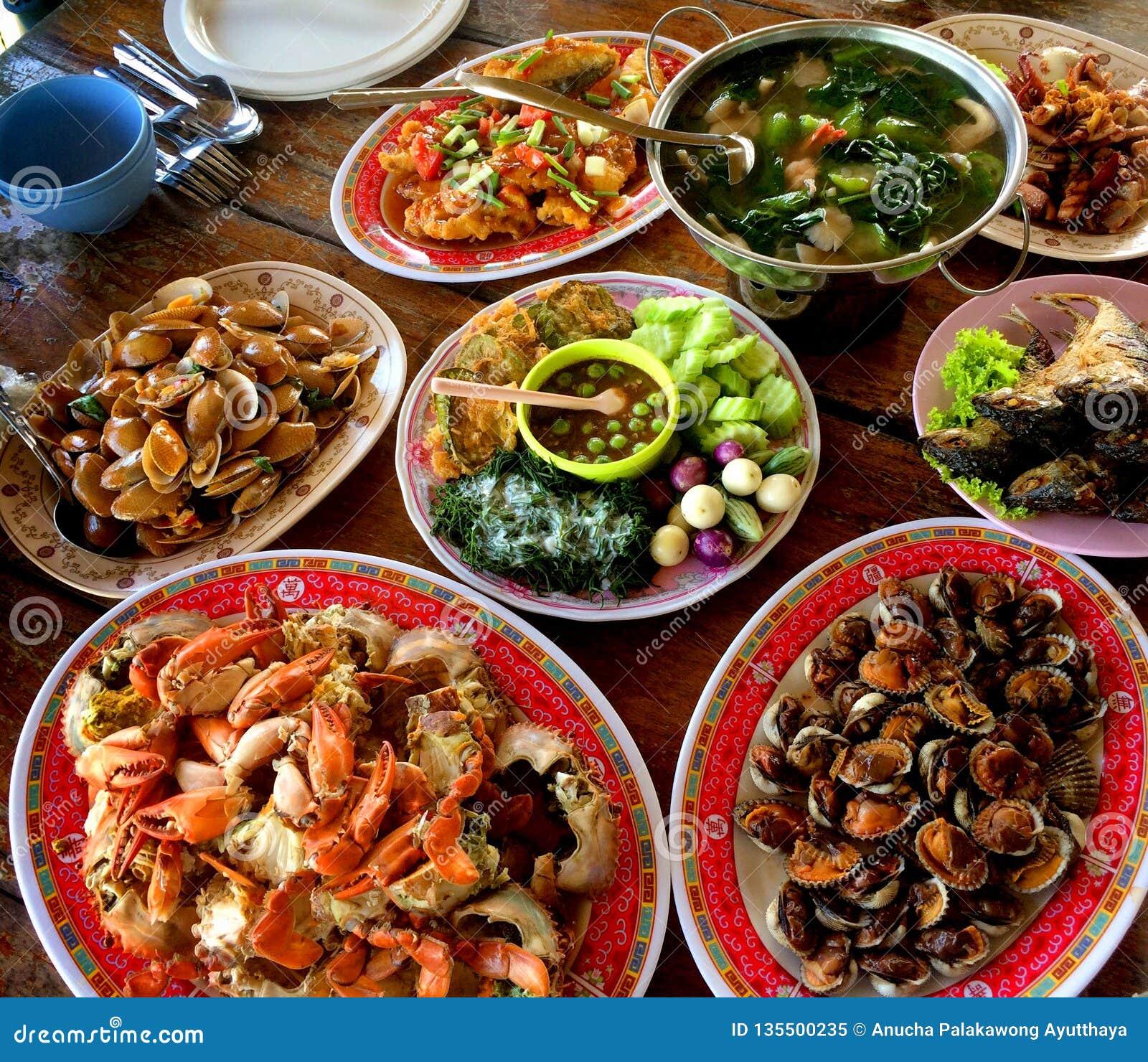 Tam są wiele rodzaje Tajlandzcy obiadowi naczynia