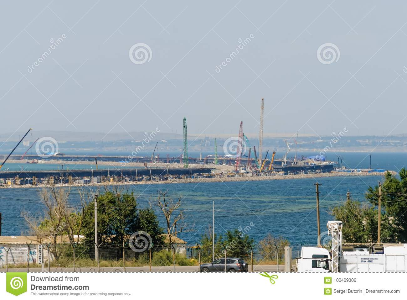 How does the construction of the Kerch bridge affect the economy of the Crimea 72