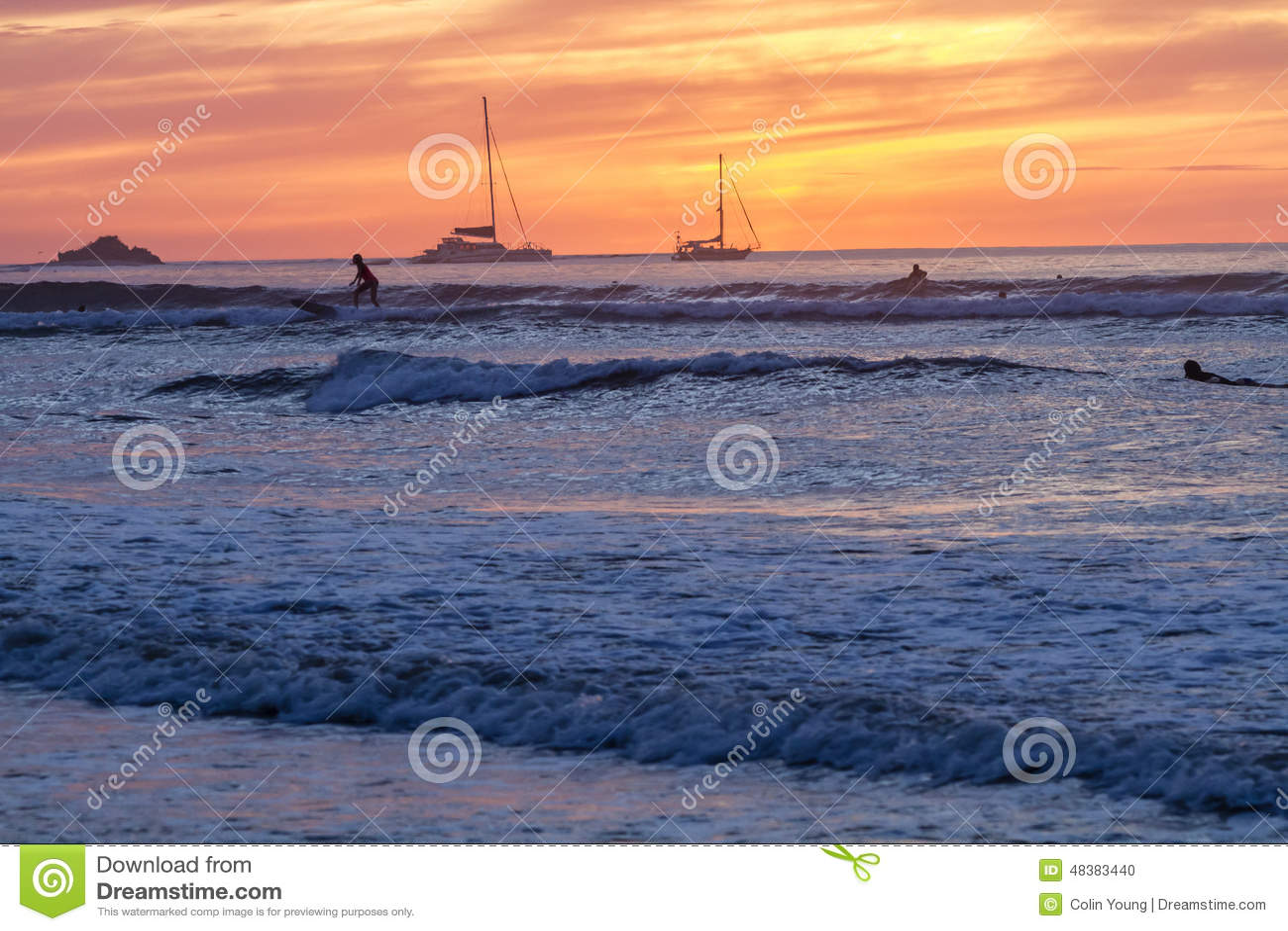 Tamarindo que surfa no por do sol