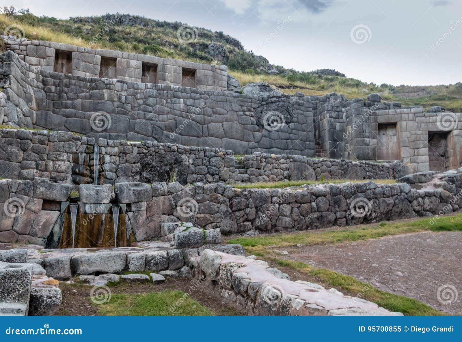 Tambomachay Inca Ruins med vattenvåren - Cusco, Peru