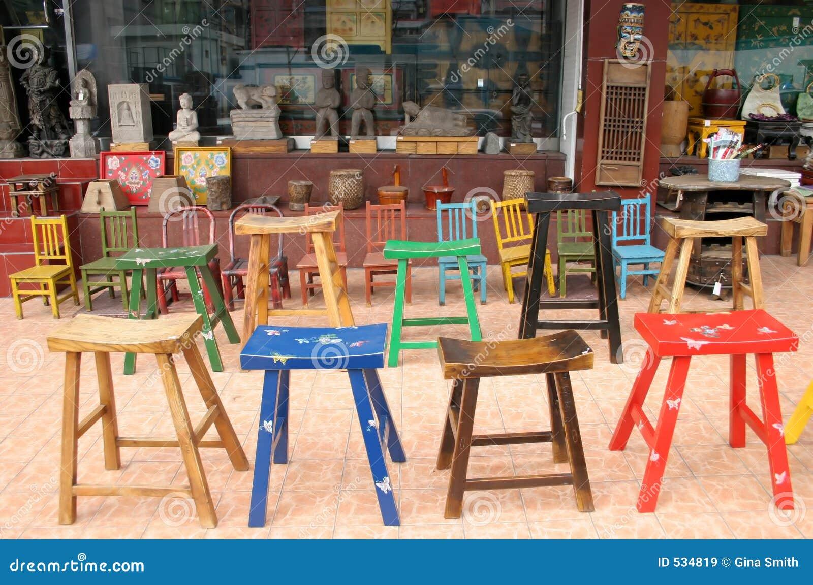 Tamboretes e cadeiras