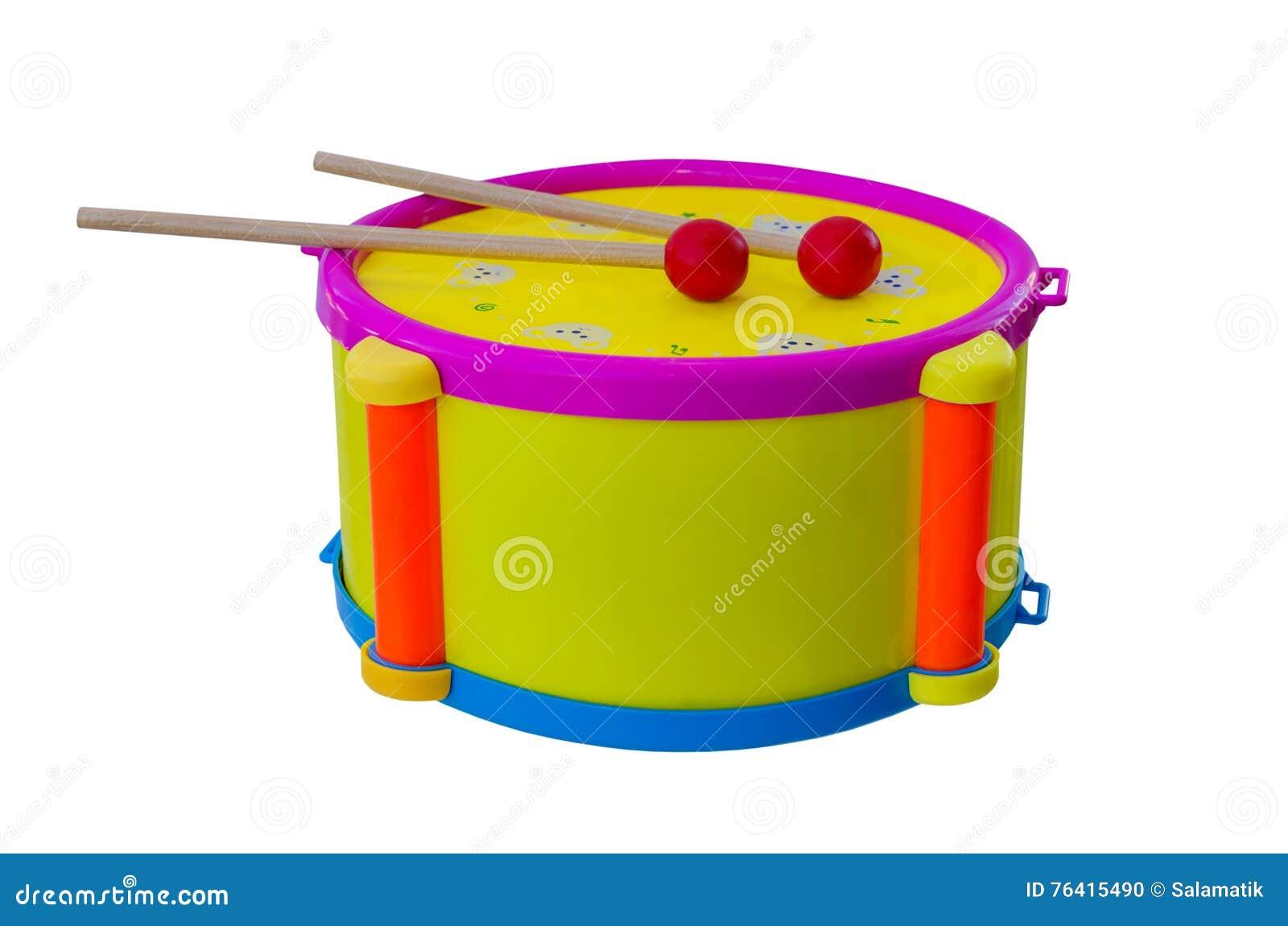 Tambour avec le children& x27 de bâtons ; instrument de musique de s d isolement sur un fond blanc