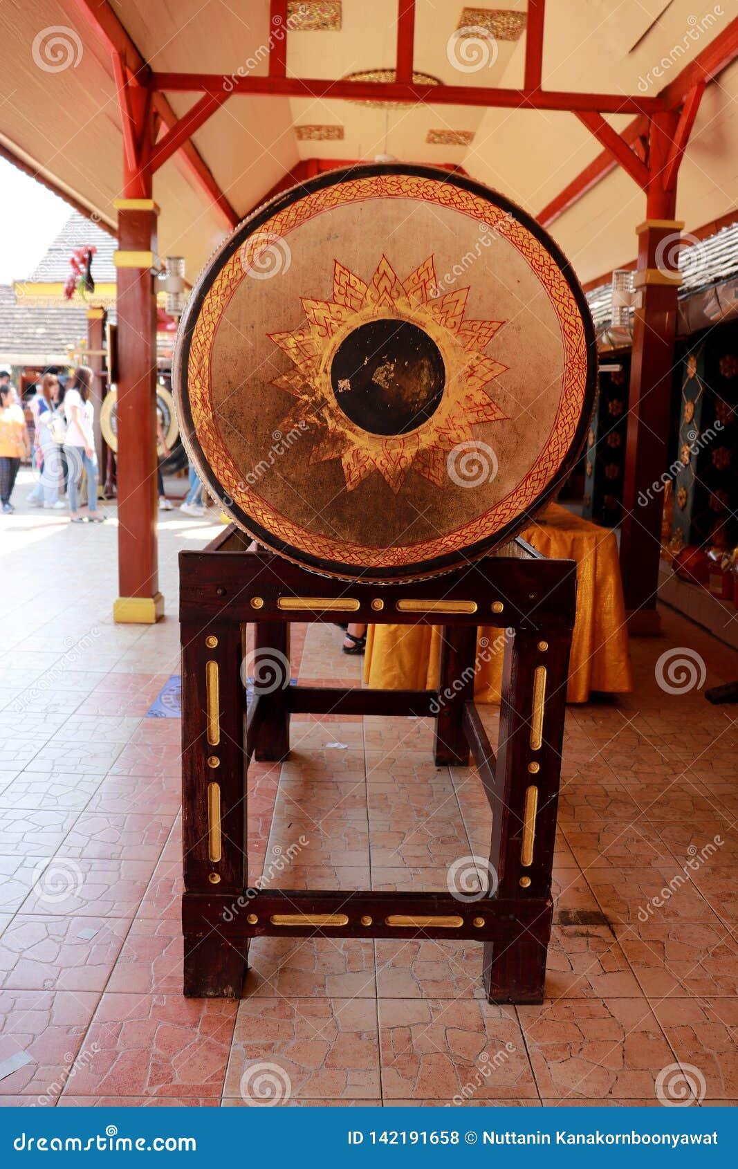 Tambours du nord thaïlandais dans le temple Chinagmai Thaïlande de Wat Doi Kum,
