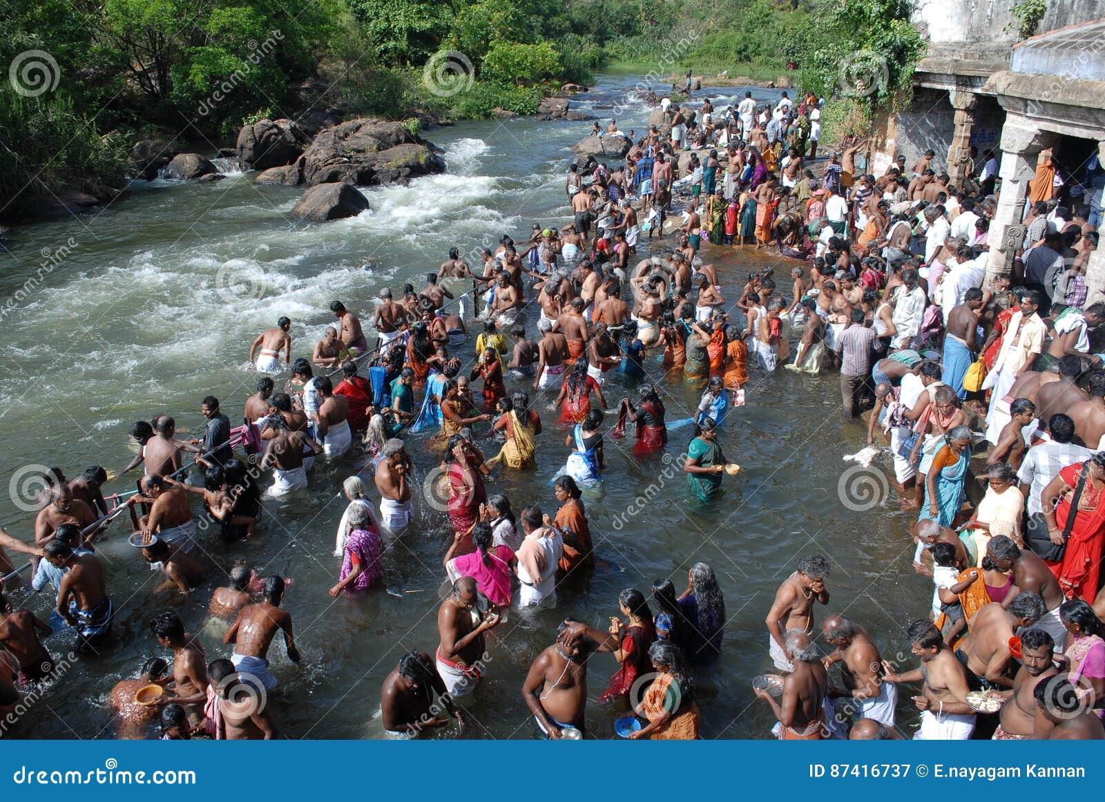 Tamilnadu la India del papanasam del festival del amaavaasai de Aadi