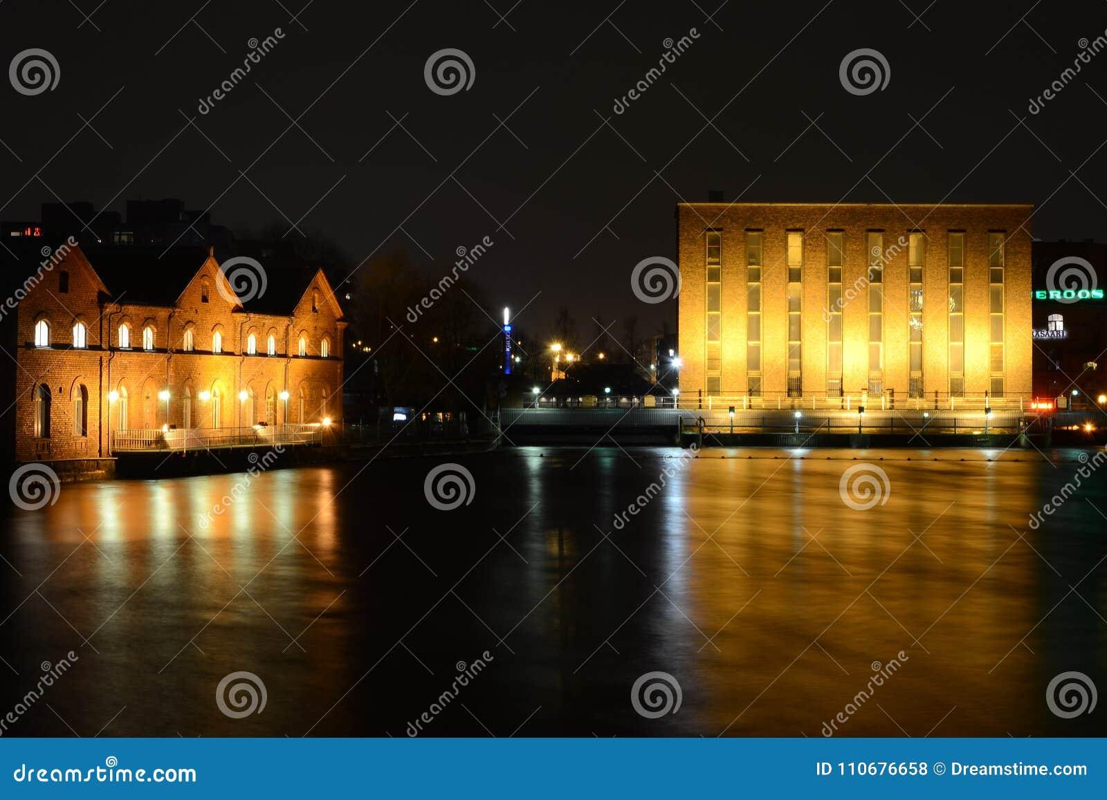 Tampere przy nocą