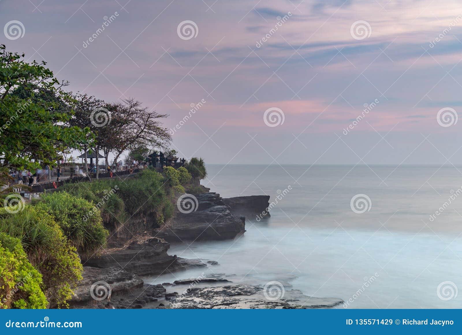 Tanah udziału świątynia i naturalna jama w Beraban wiosce, Tabanan, Bali