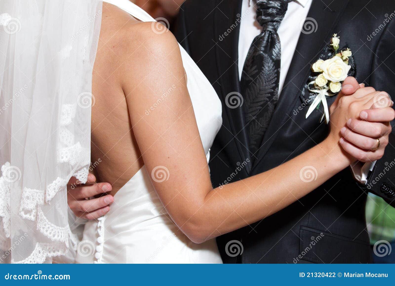 Tanczy pierwszy ślub
