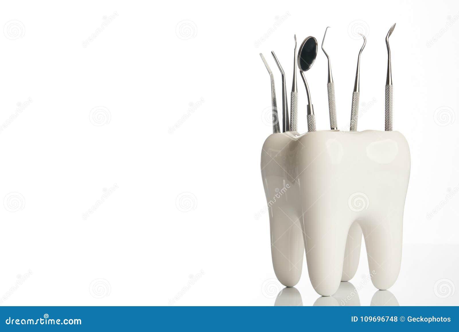 Tand- tandmodell med medicinsk tandläkekonstutrustning för metall
