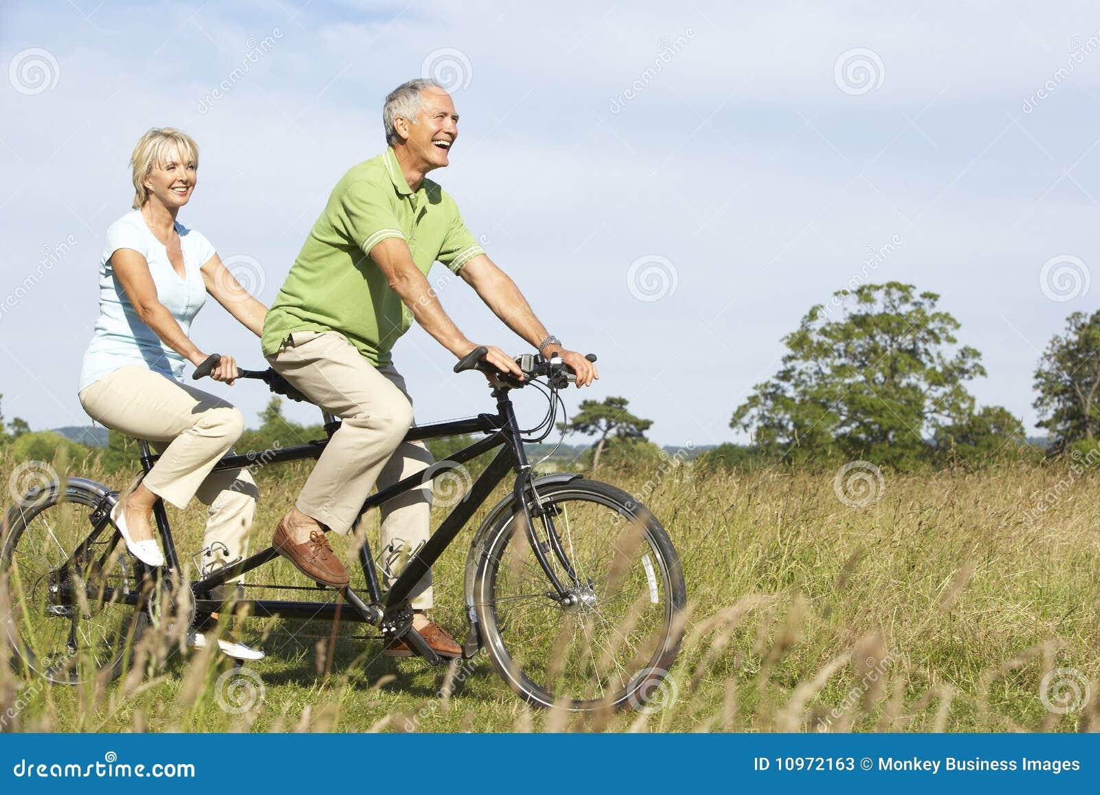 Tandem mûr d équitation de couples