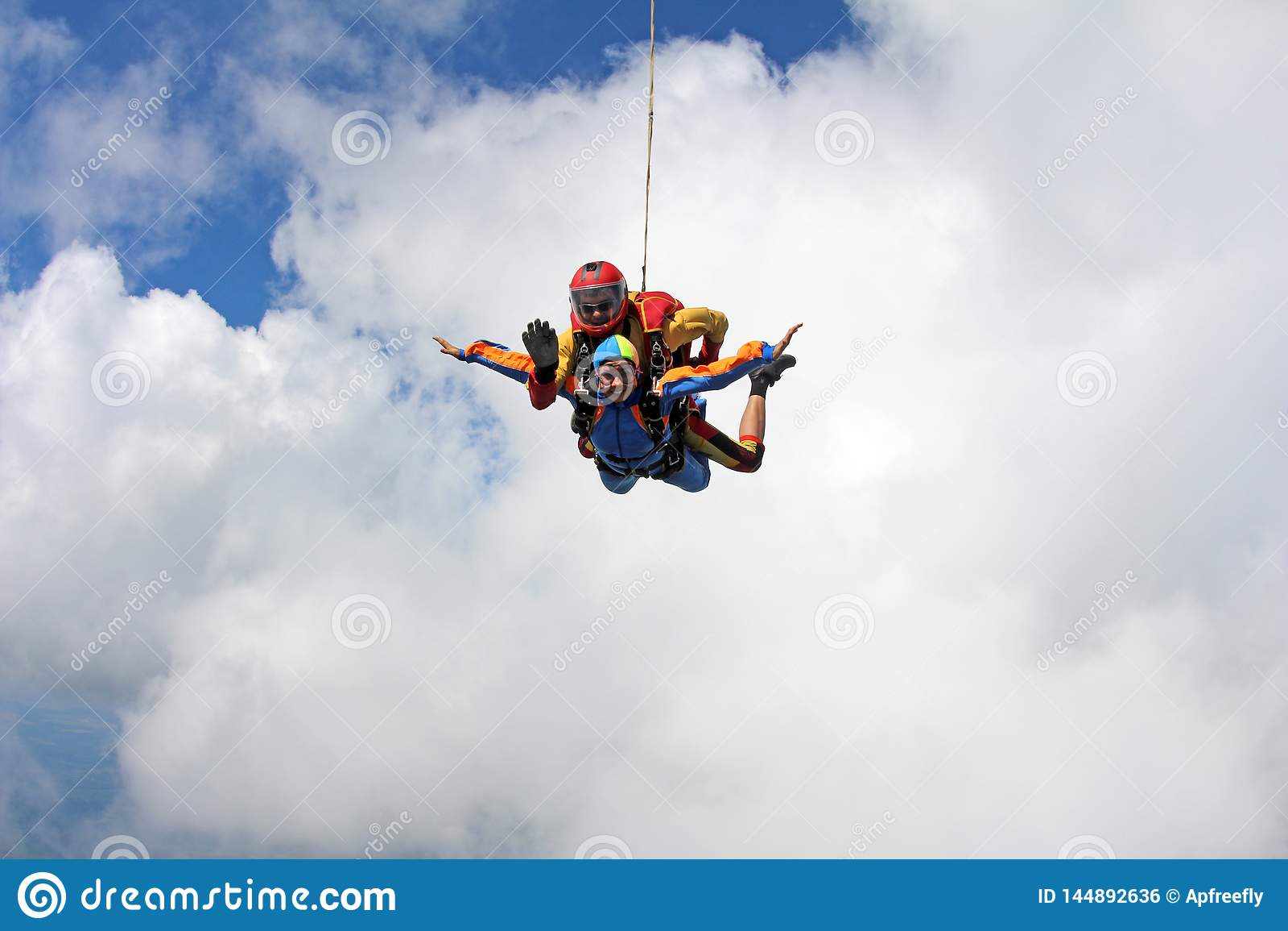 Tandemowy skydiving Instruktor z seksown? dziewczyn?