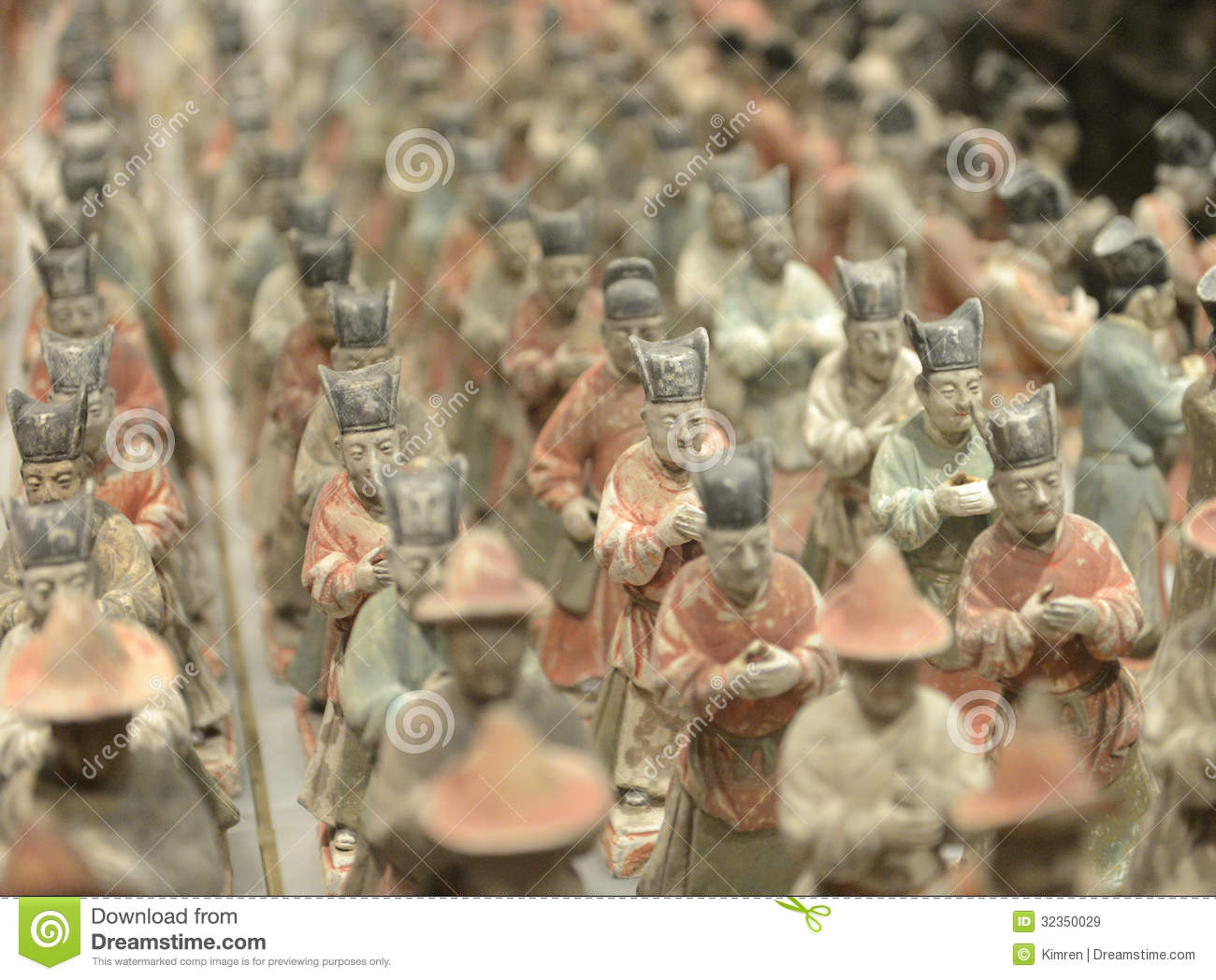 Tang figurines