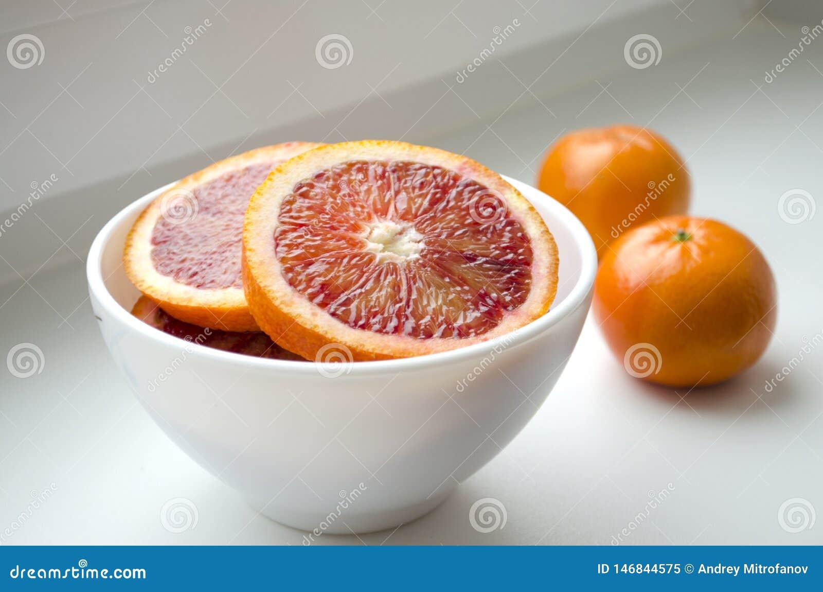 Tangerinen auf einer Platte