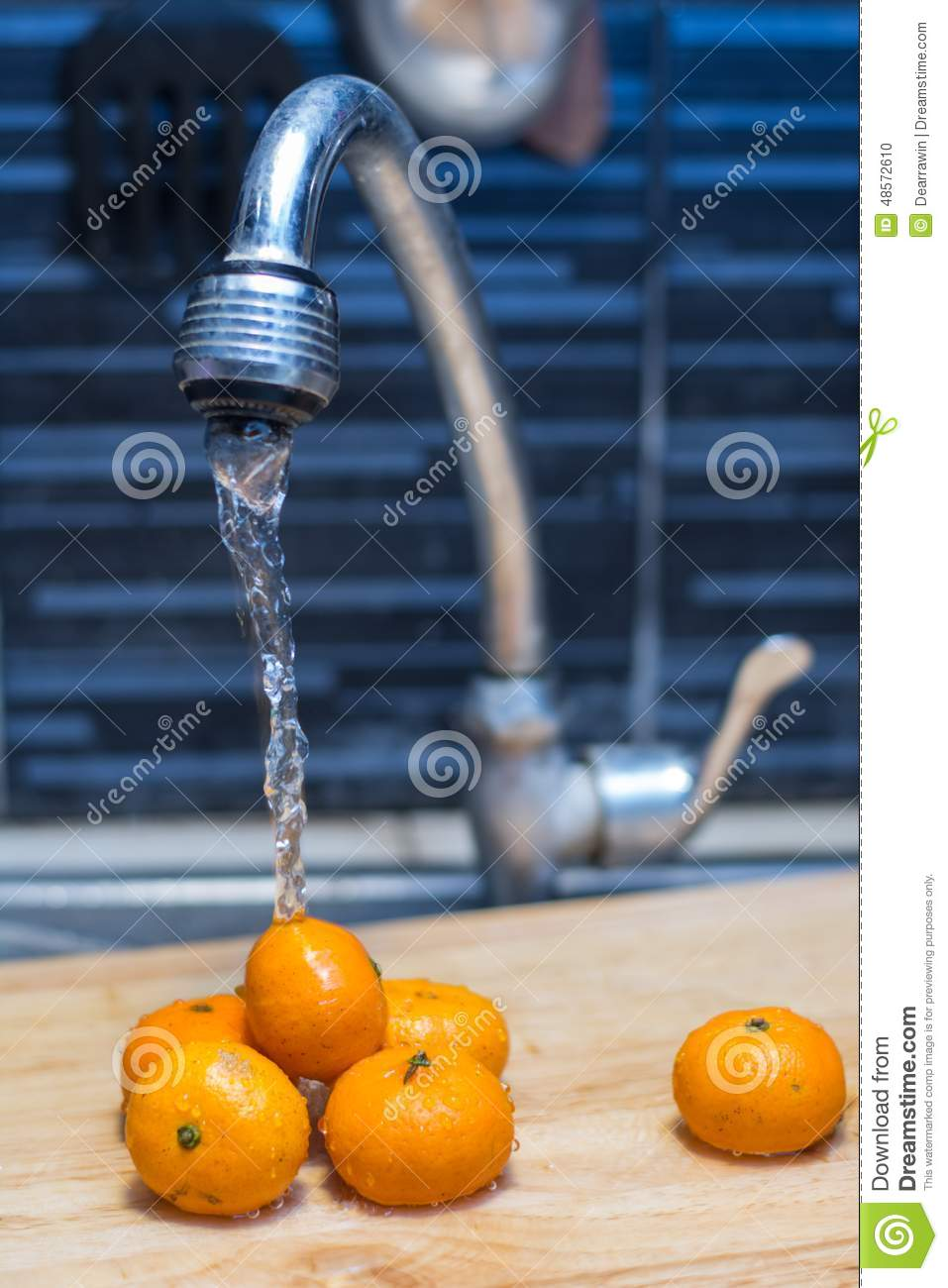 Tangerines under the pressure of water in the kitchen sink - No water pressure in kitchen sink ...