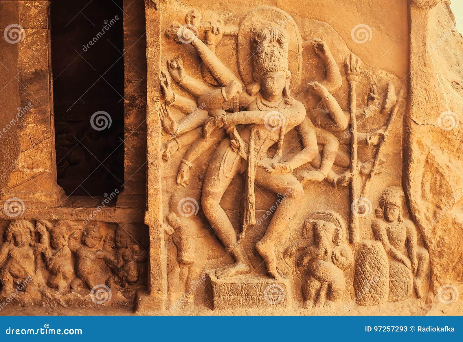 Taniec Shiva władyka z dużo ręki Wejście Hinduska świątynia z 6th wiek ulgami Antyczna Indiańska Architektura