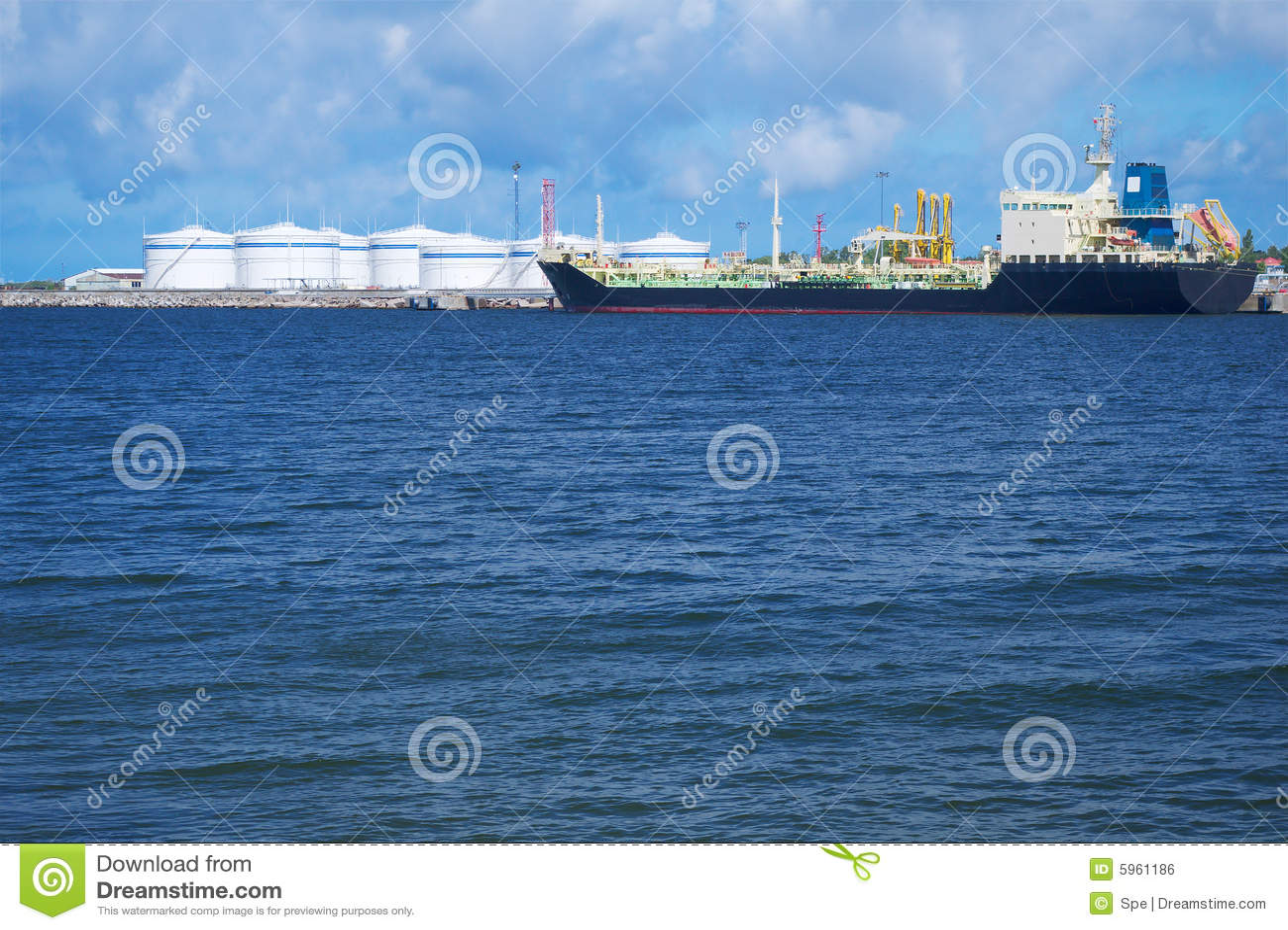 Tanker im Kanal