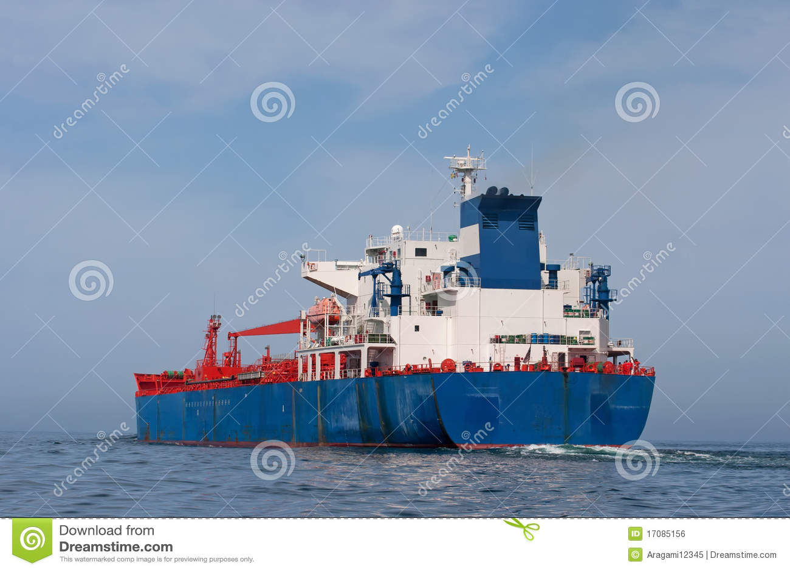 Tankersegeln im Meer