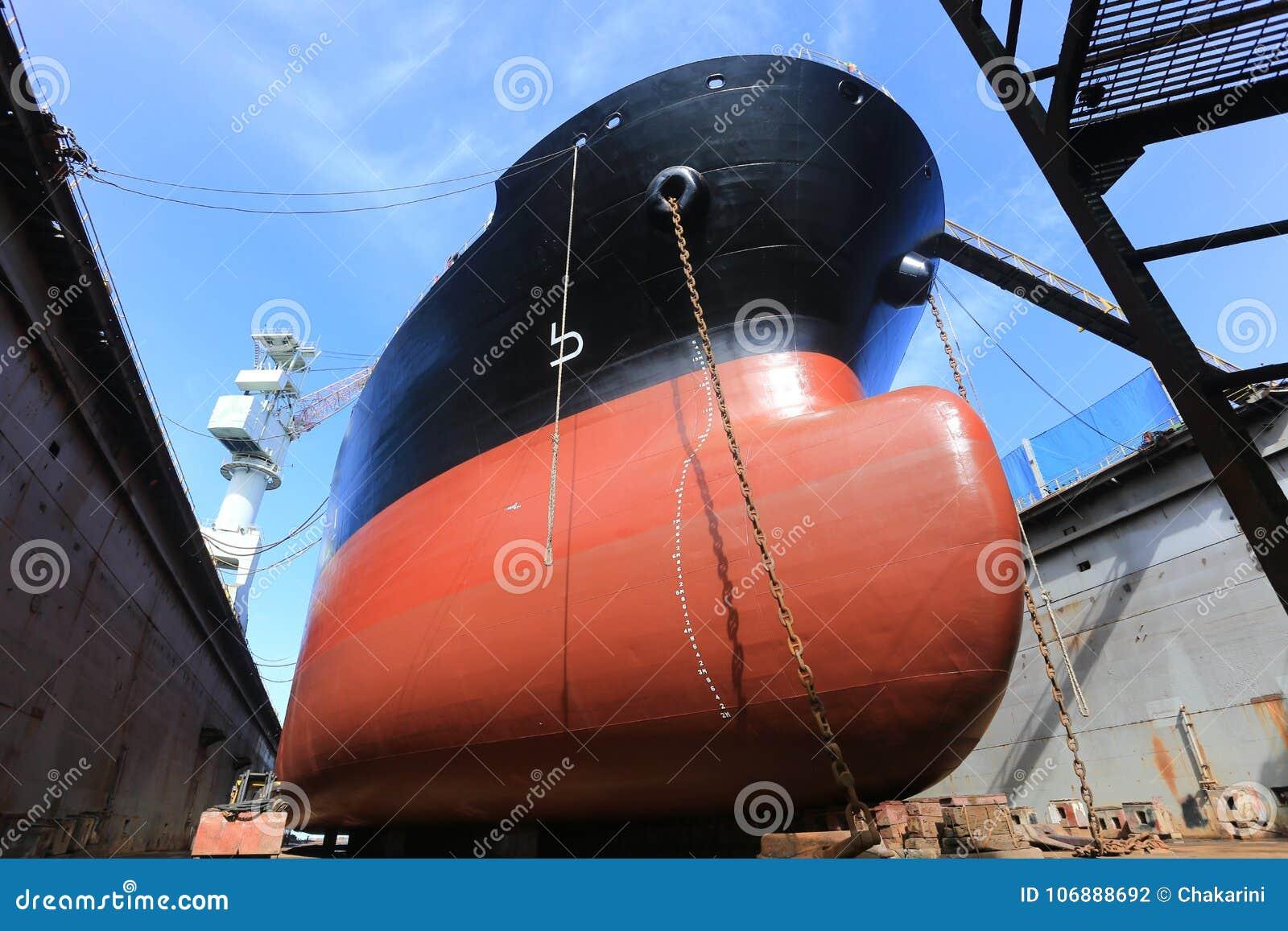 Tankschip op dok