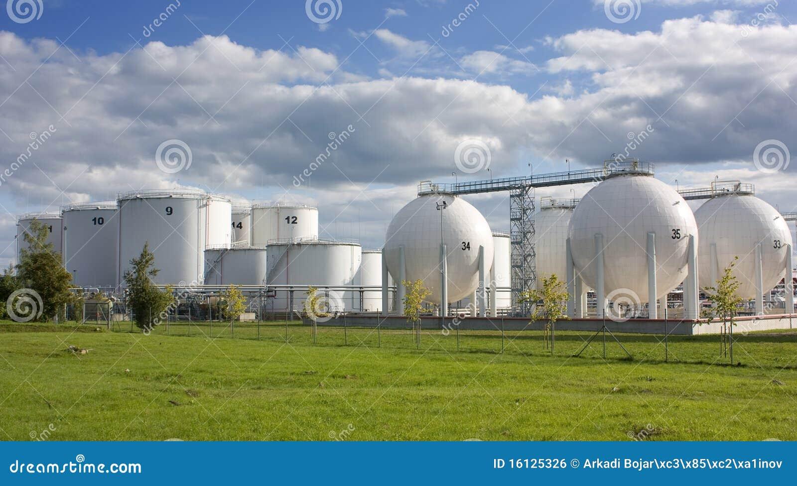 Tanques de armazenamento do petróleo