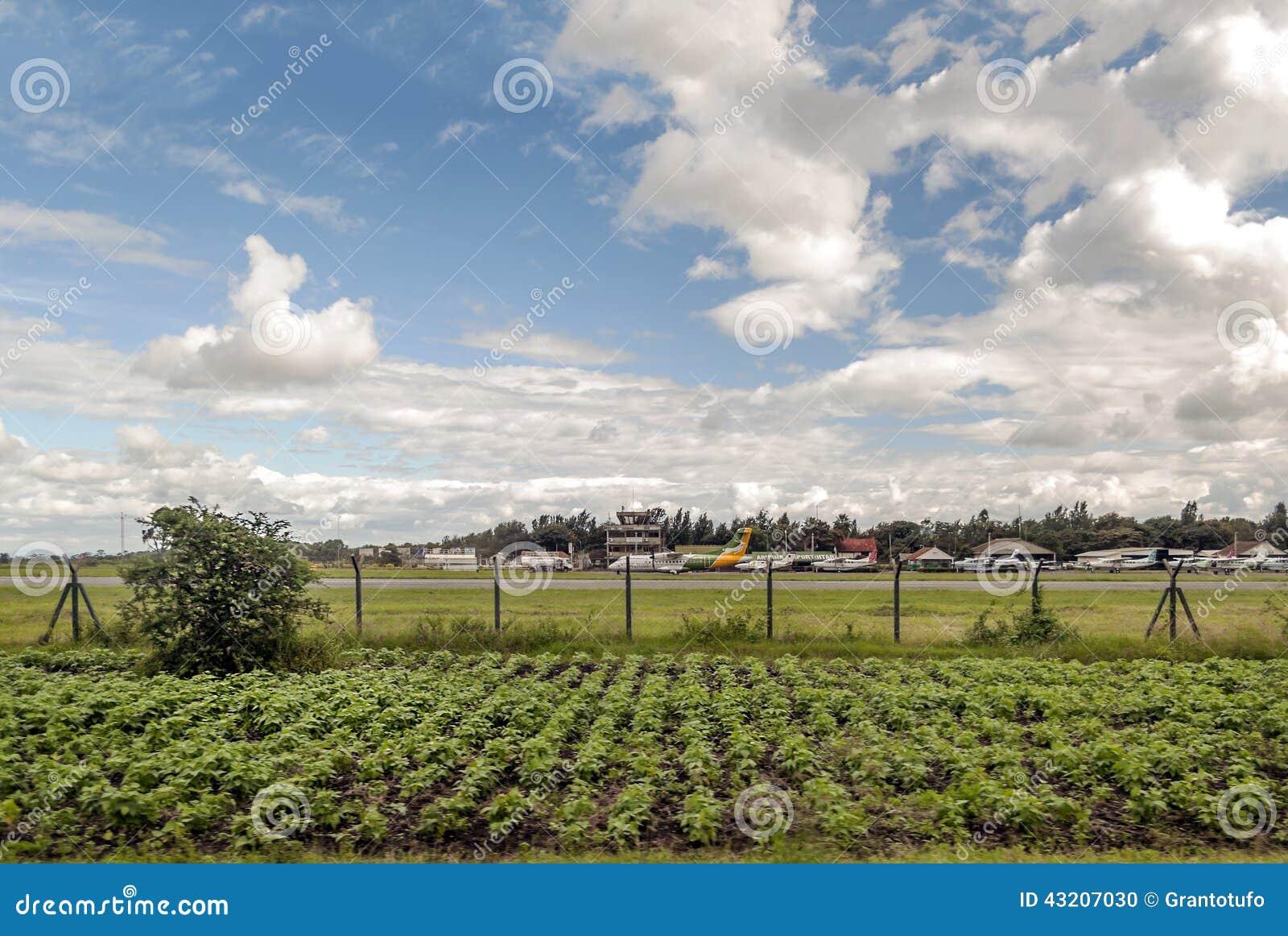 Download Tanzania flygplats redaktionell foto. Bild av härlig - 43207030