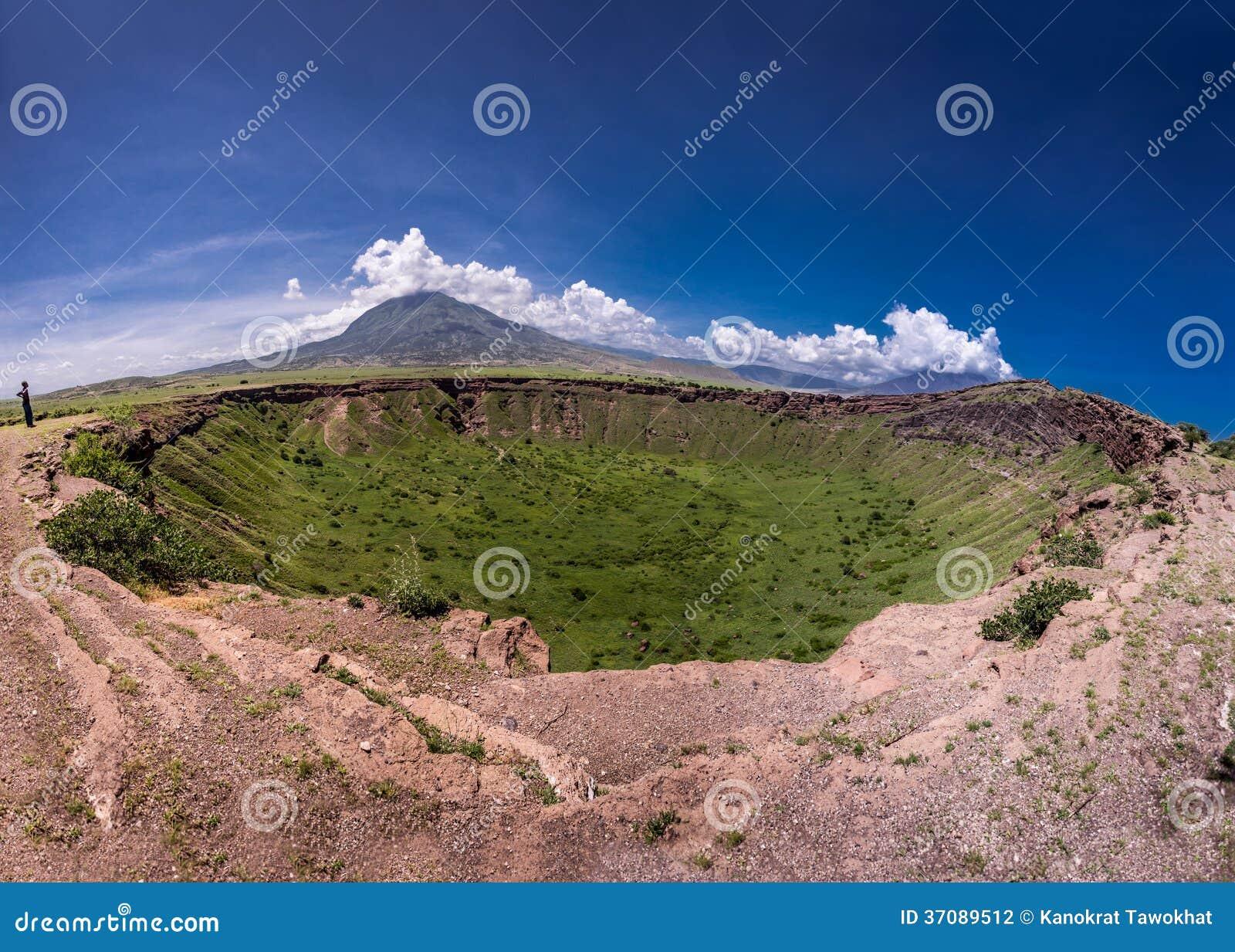 Download Tanzania krajobraz zdjęcie stock. Obraz złożonej z krater - 37089512