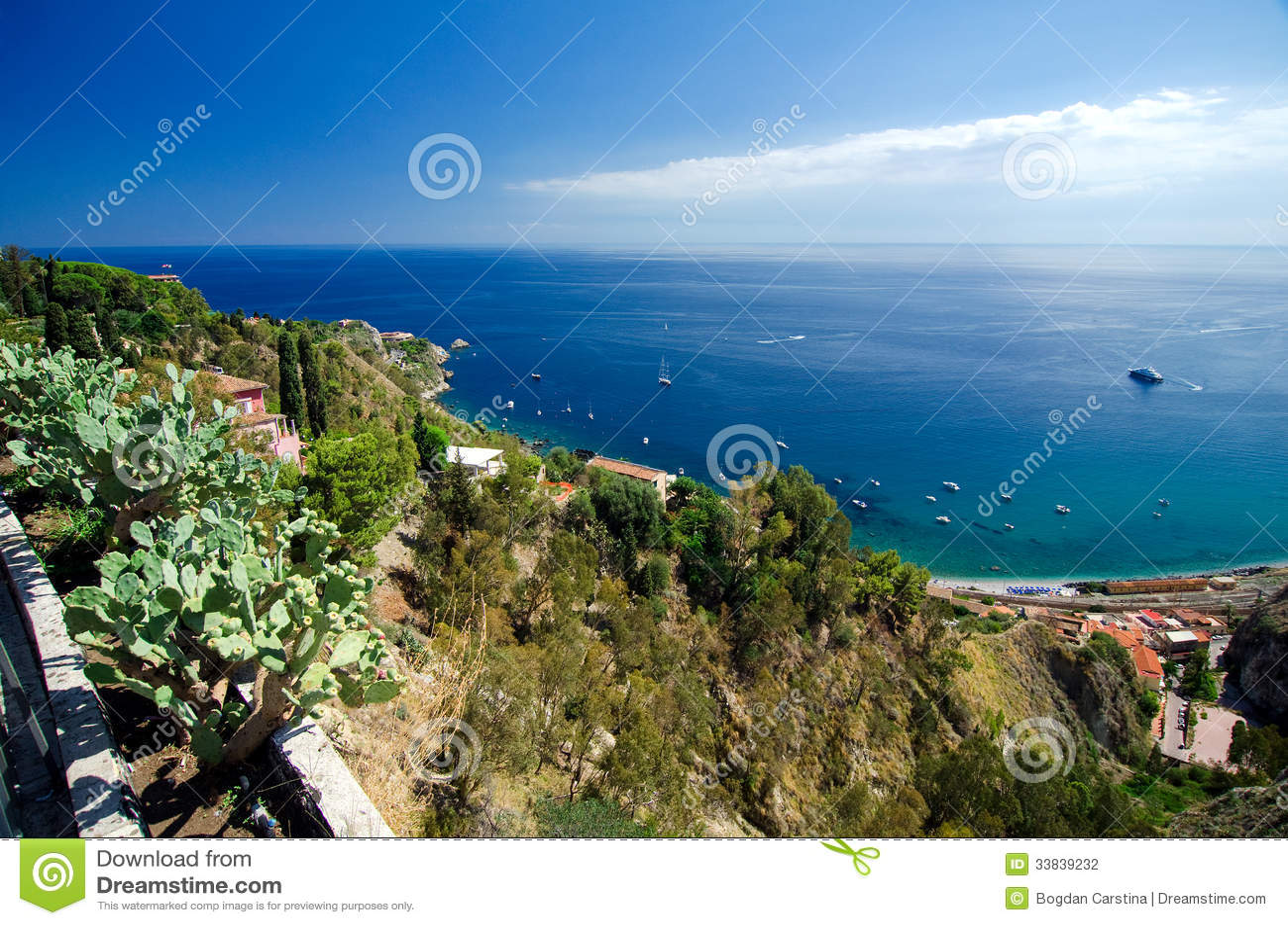 Taormina giardini naxos bucht mit dem meer und dem Ätna und