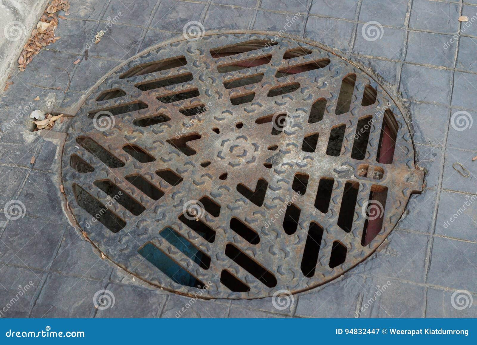 Tapa del dren del círculo con la parrilla