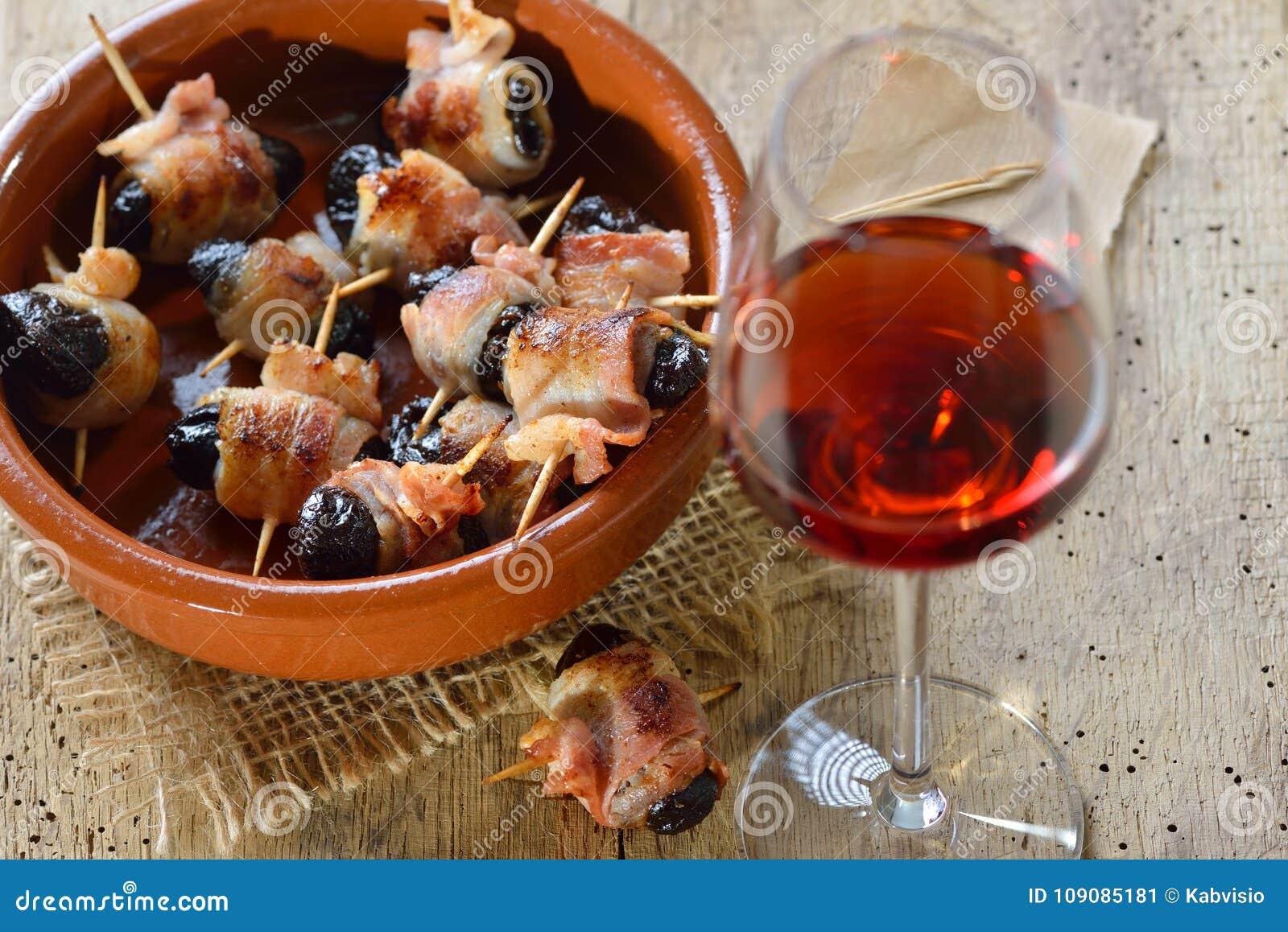 Tapas espagnols dans une cuvette