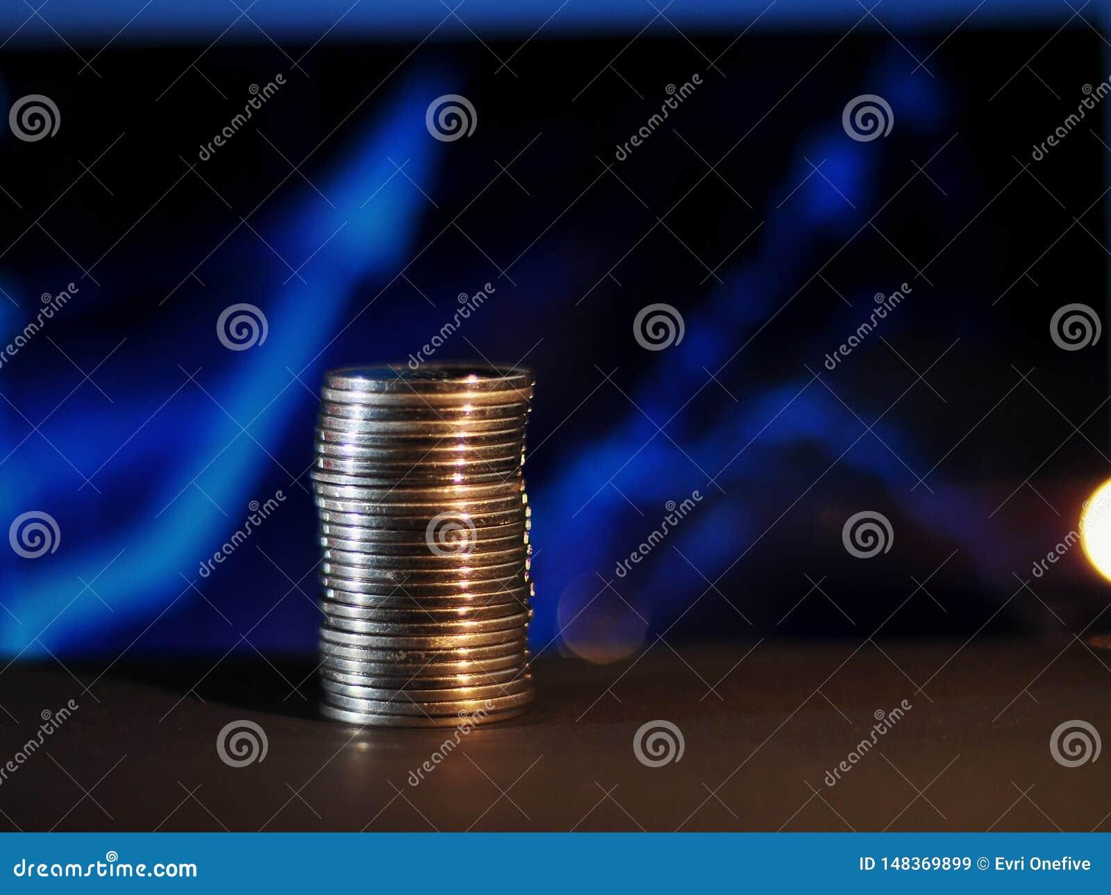 ?tapes de pi?ce de monnaie avec le fond brouill? graphique bleu