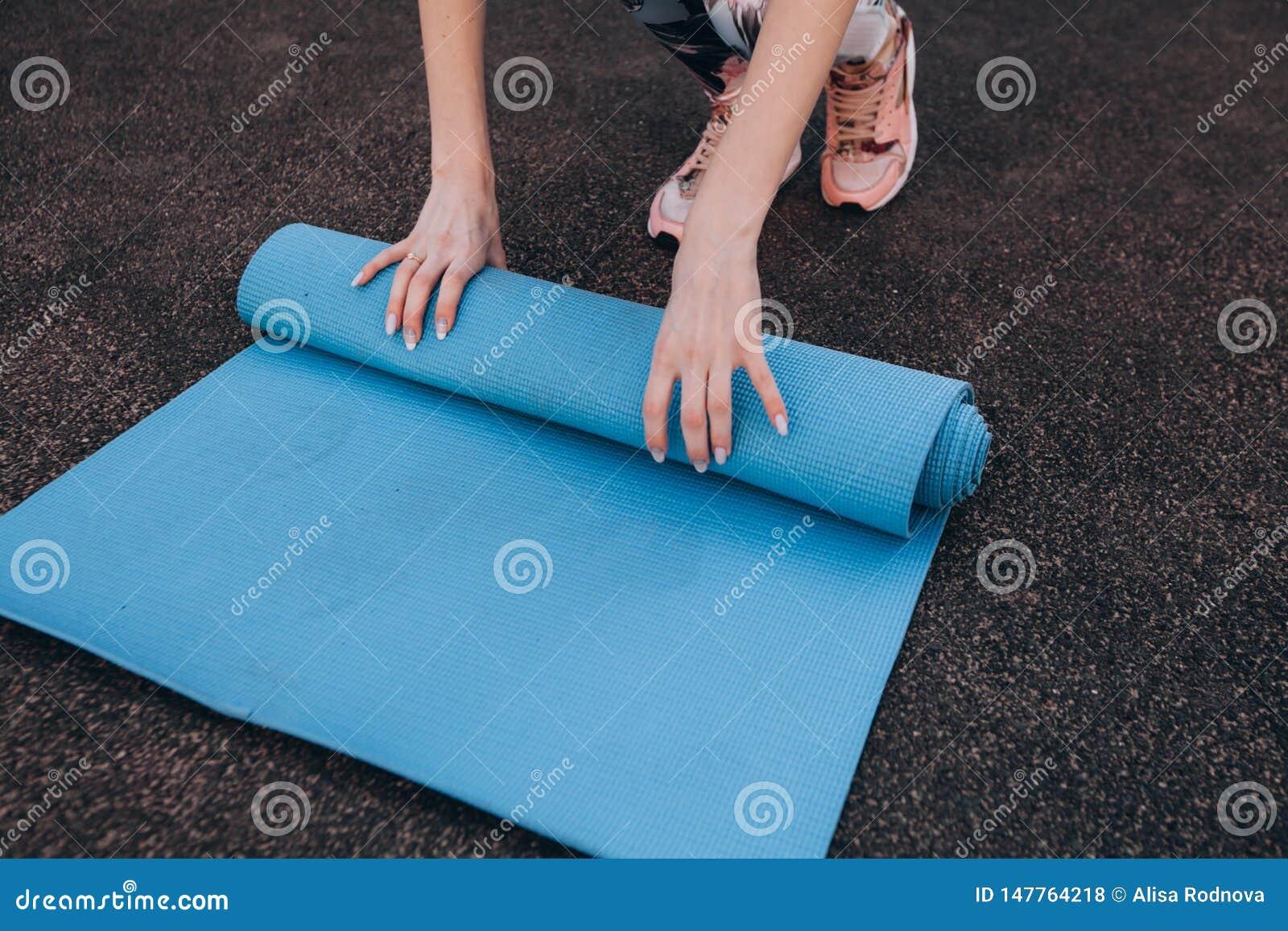 Tapis bleu de forme physique après la formation au stade