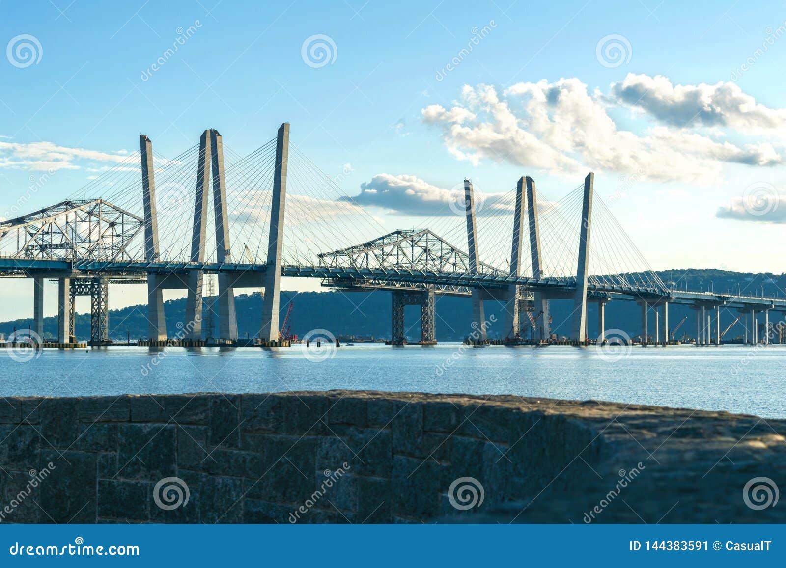 Tappan Zee Bridżowy rozciągający się hudsona na pięknym słonecznym dniu, środka strzał, Tarrytown Nowy Jork, Upstate, NY
