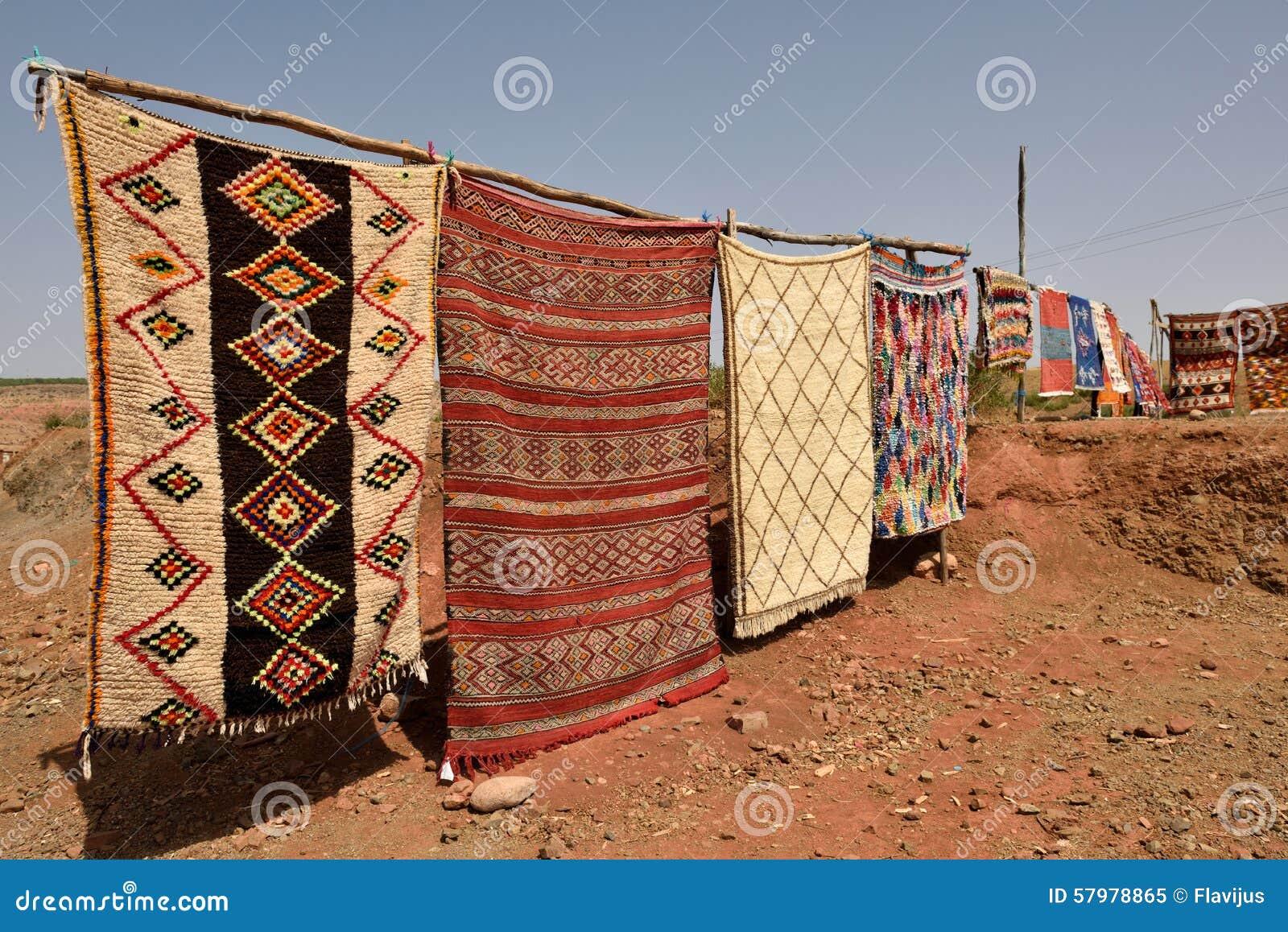 Tappeti Tradizionali Di Berbero Da Vendere Nel Marocco ...