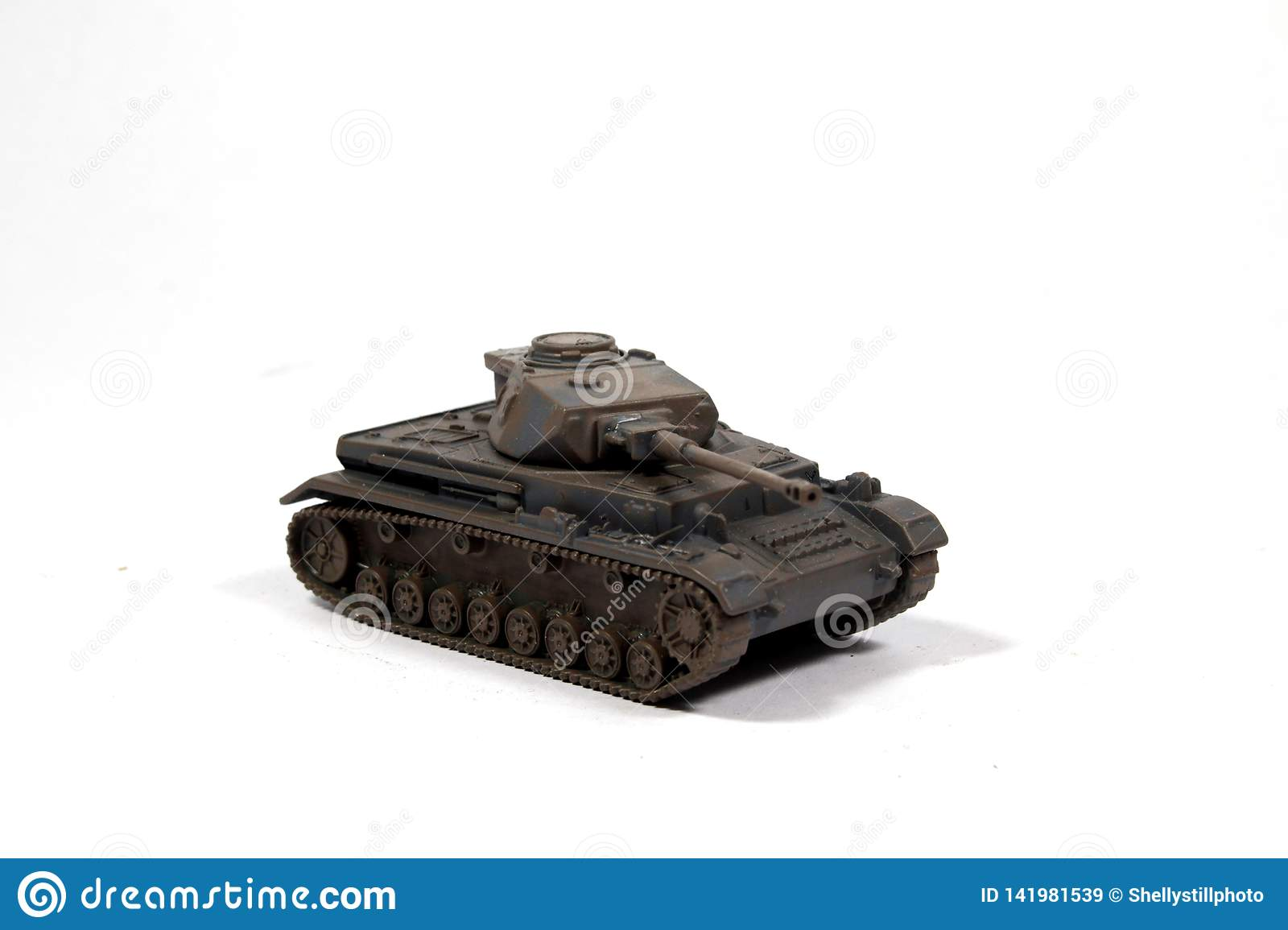 Tappning anv?nde barnets Toy Tank On White Background