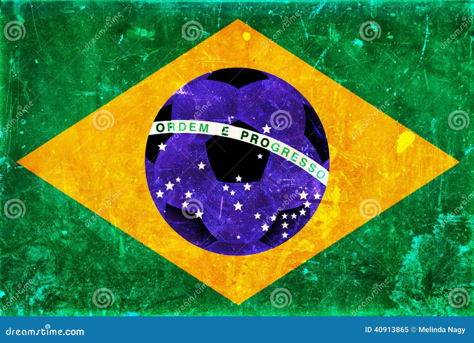 Tappningfoto av den Brasilien flaggan och fotbollbollen