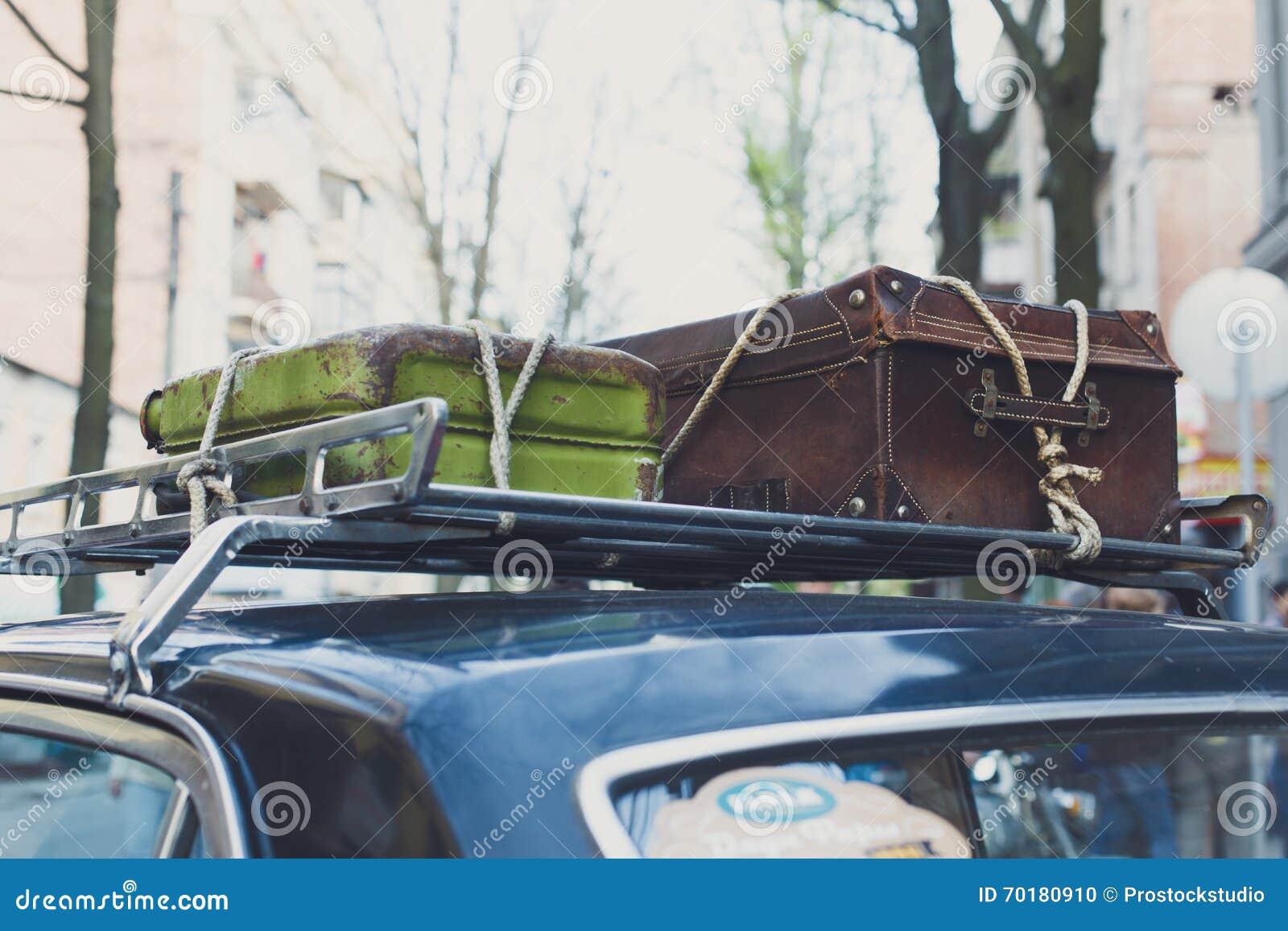 Tappningresväska på en gammal biltakkugge