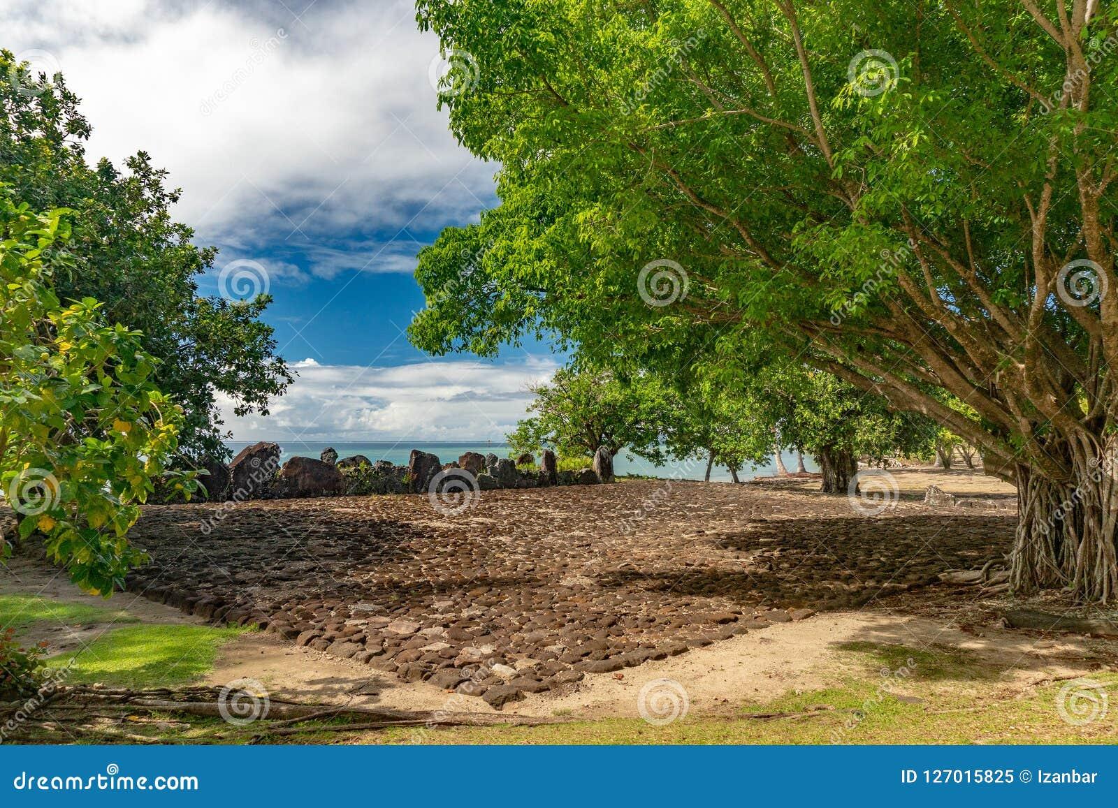Taputapuatea Marae av arkeologiska platsen för Raiatea den franska Polynesien Unesco