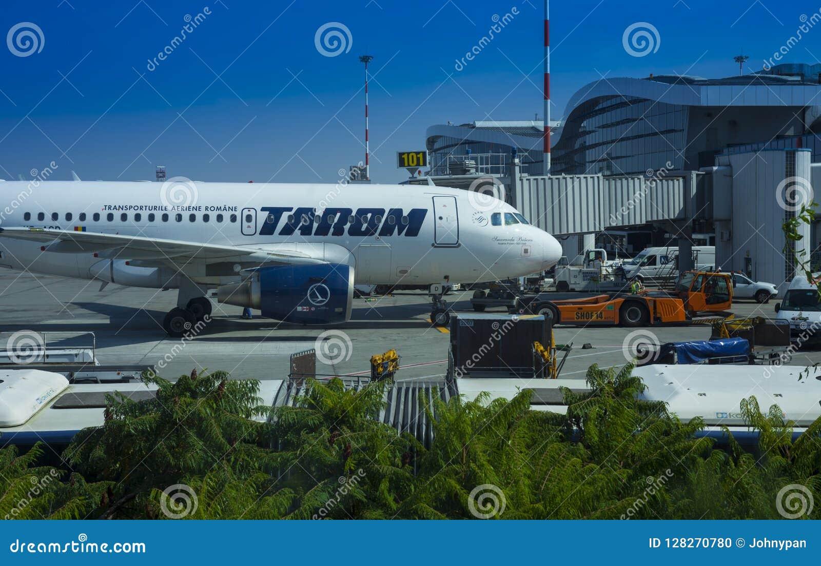 Tara handlowy samolot przy Henri Coanda lotniskiem, Bucharest