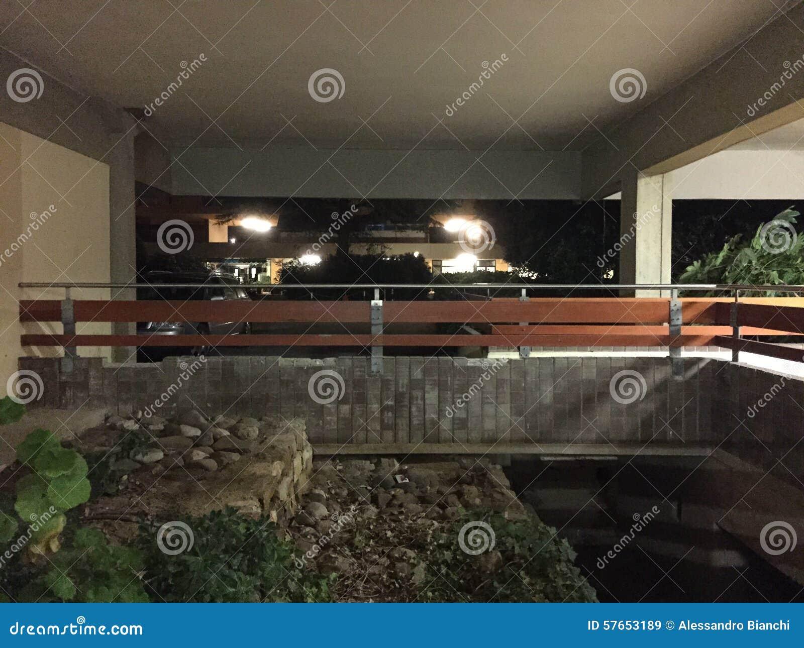 Taras w nowożytnym budynku