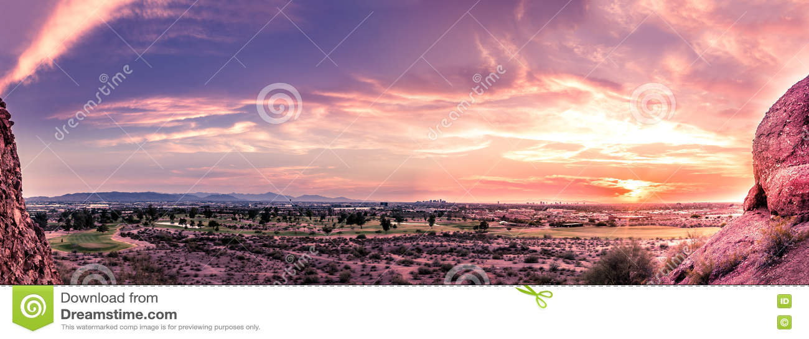 Tarde Phoenix, Arizona de la puesta del sol del panorama última