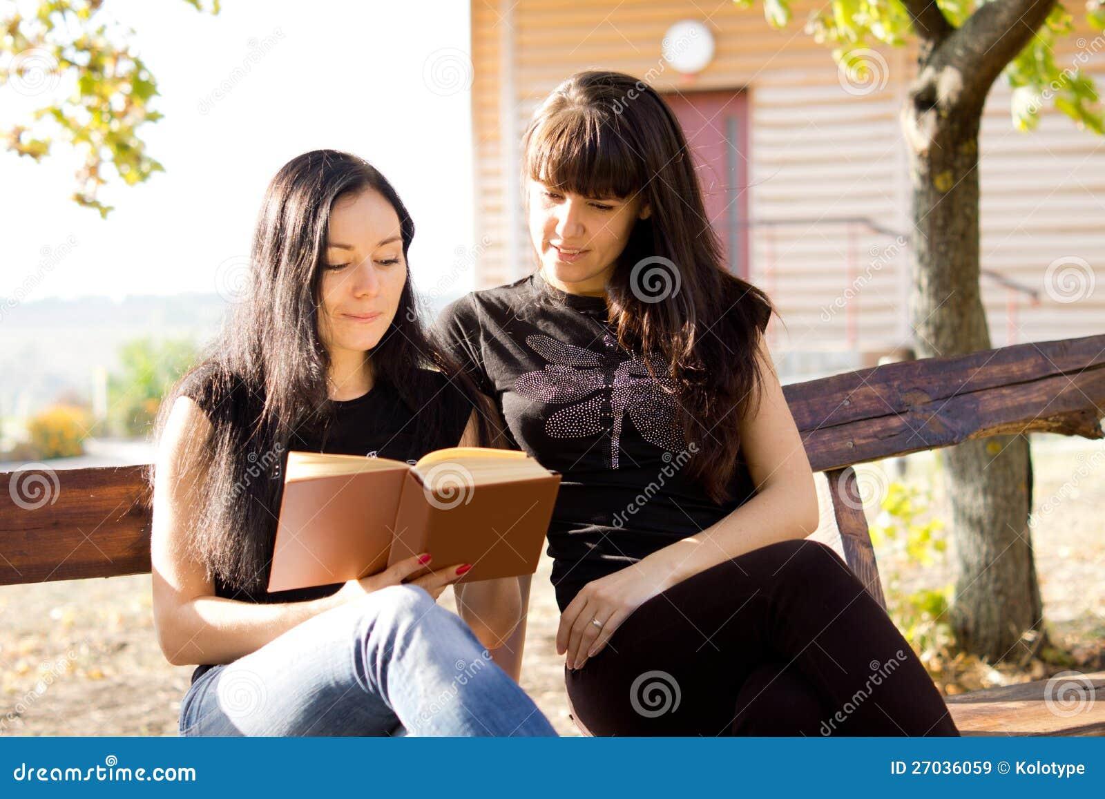 TARGET1263_1_ wpólnie dwa kobiety